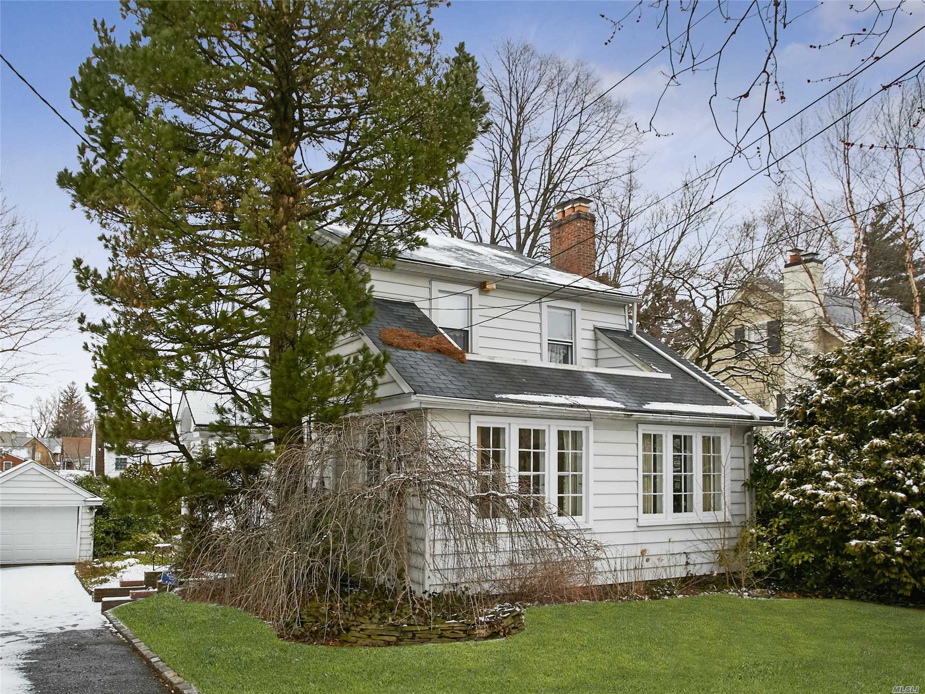 Colonial Revival With Main Entry On Side Of House With Gabled Hood And Columns.  Historical Landmark District 60 X 100 ,  Peninsula Surrounded By The Bay. This Area has Cesspool system and The Manor Association Dues Are $650. There Are Three Bedrooms And 1 1/2 Baths, Wood Floors, Fireplace In Living Room And Small Office On First Floor. There Is A Matching One Car Detached Garage,  House Needs Up-Dating.