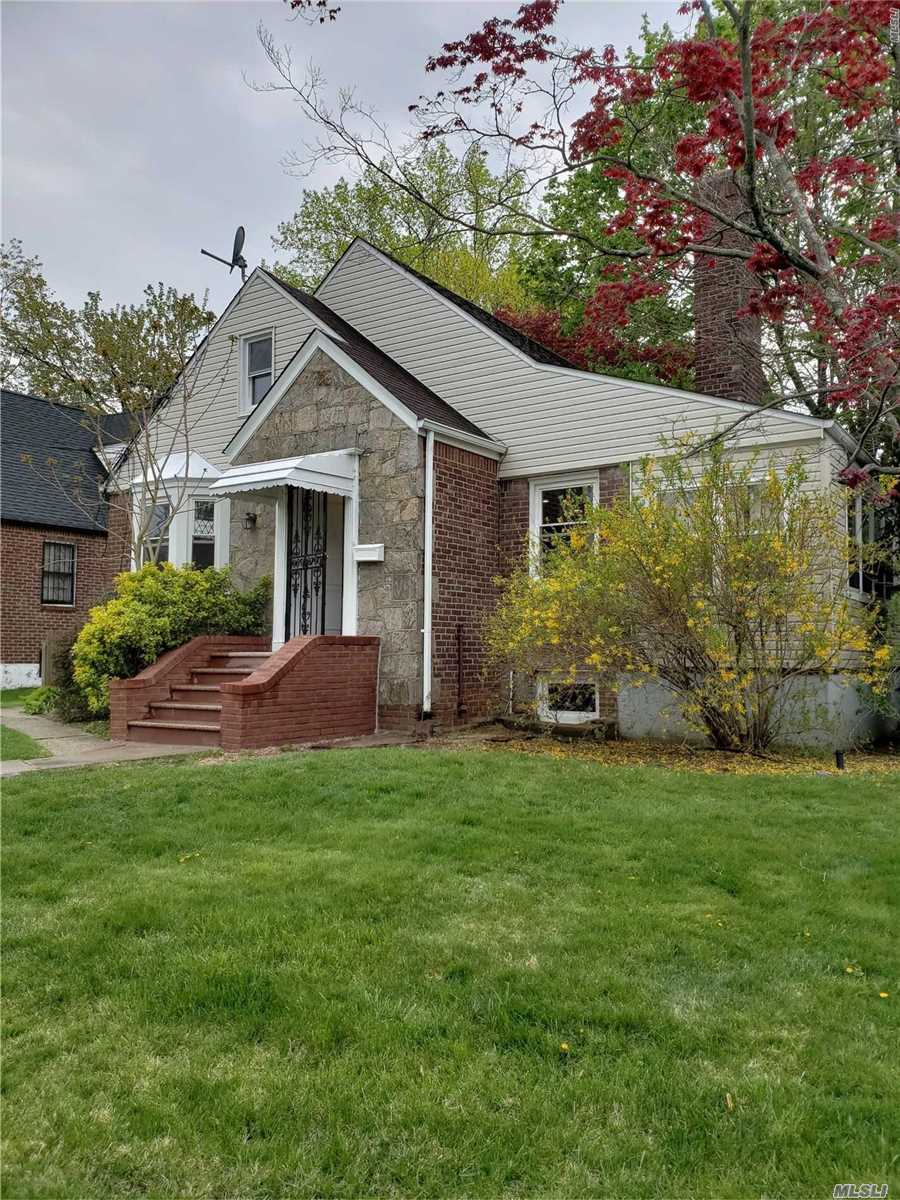 Fully Renovated and spacious 1 Family corner property In The Heart Of West Hemp Stead. New floors, stainless steel appliances, beautifully renovated kitchen and bathrooms, lots of closet space and in a beautiful residential area. House is located steps away from hemp stead lake. Hurry! Wont Last!