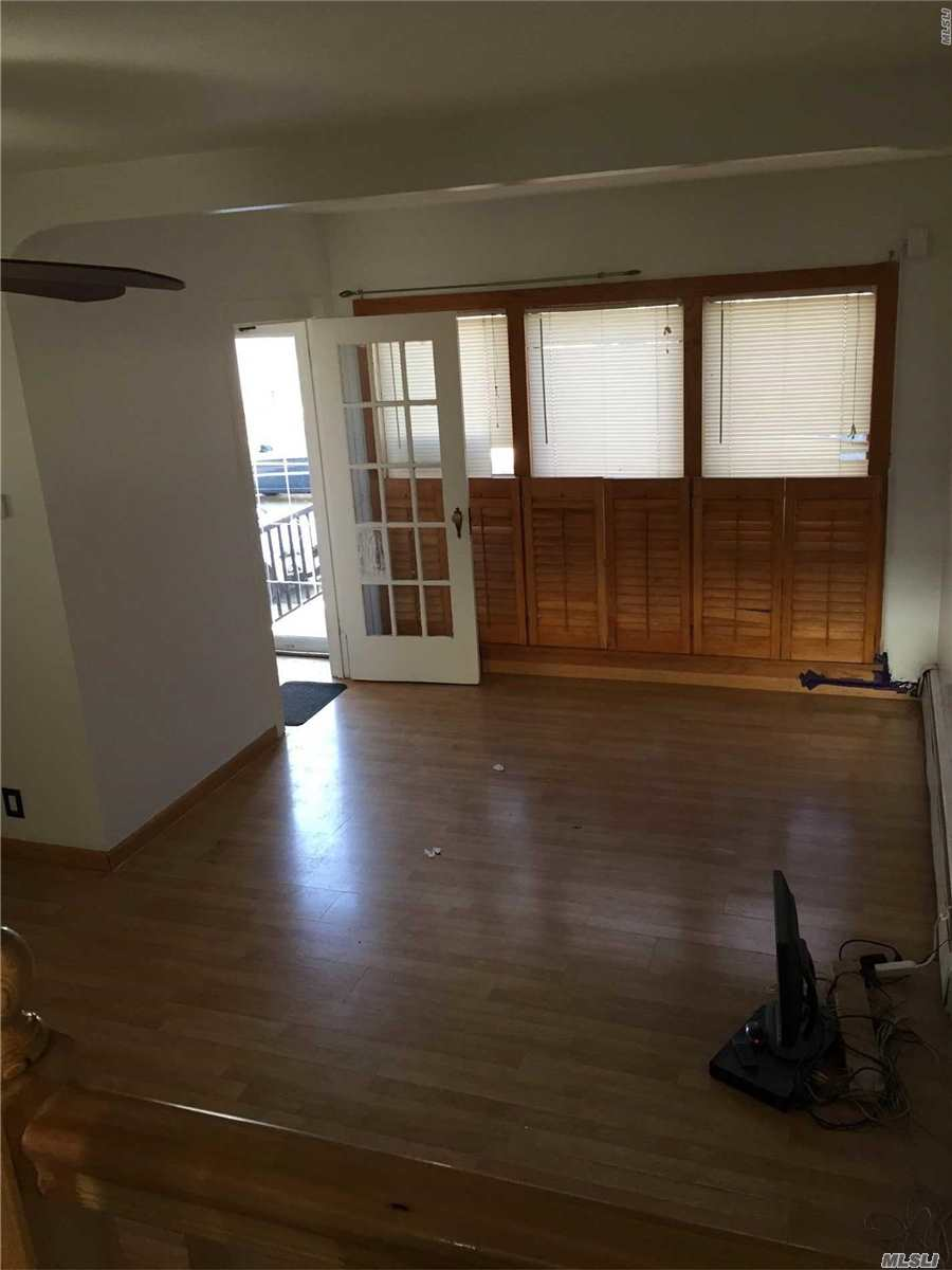 3 Bedroom 1.5 Bathroom Whole House Rental, This House Features Hardwood Floors, Stainless Steel Kitchen And Front Load Washer And Dryer. The House Will Be Re-Painted White Or Can Be Delivered As Is.