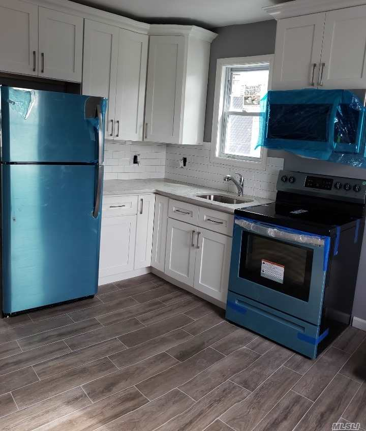 Fully Renovated 1 Bedroom Apartment. Close To All. Public Transportation Very Accessible. Wood Floors Throughout. All New Appliances. Utilities Included (Electric And Heat).