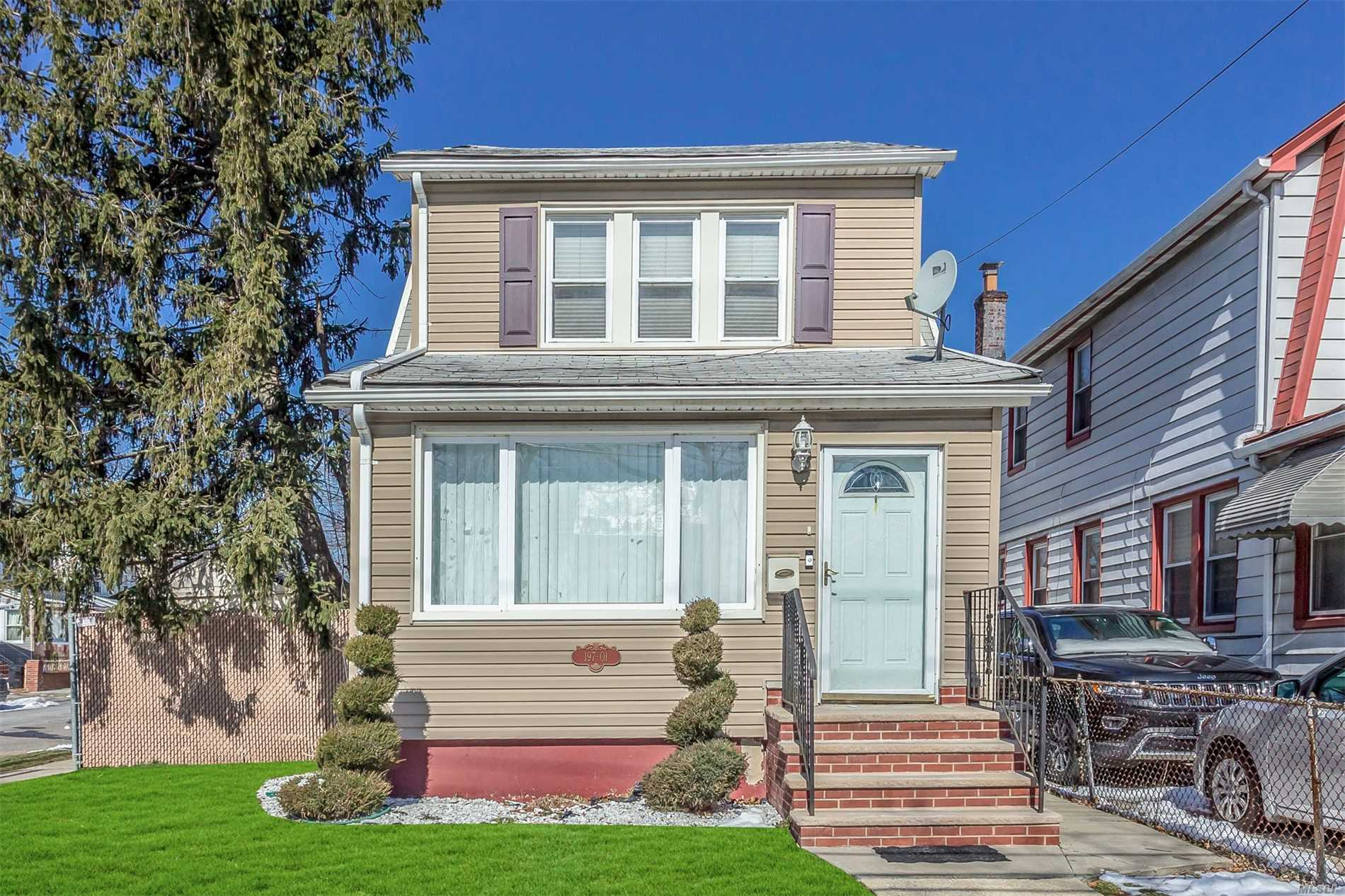 Beautifully Updated Large Colonial, Located On A Corner Property In St.Albans. Open Floor-Plan With Modern Kit, Stainless Steel Appliances & Hardwood Floors Throughout. 3 Bedrooms, Walk-Up Finished Attic & New Full Finished Bright Basement W/ Ose. Detached 2 Car Garage W/ A Large Yard In The Back & Side.