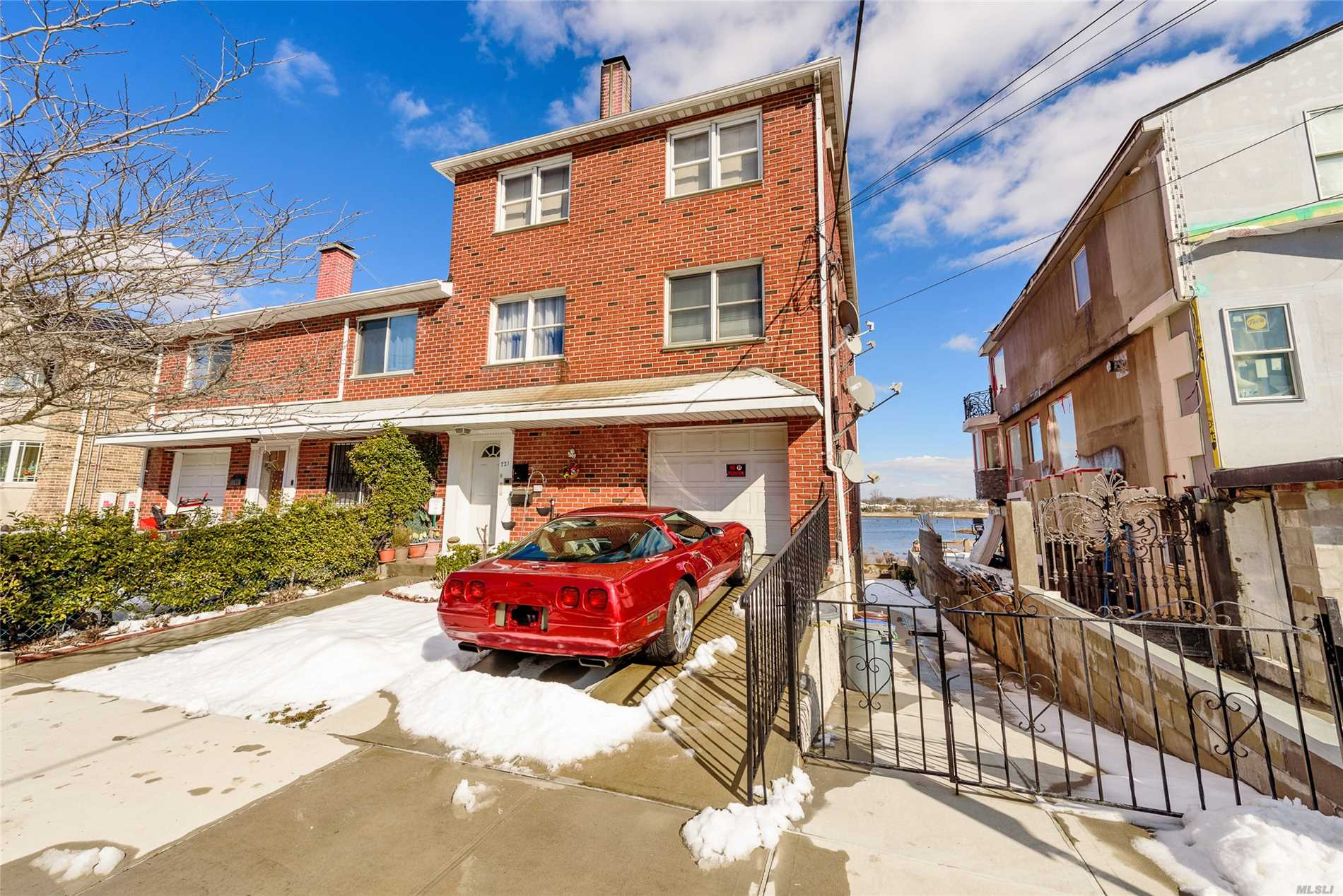 Rare opportunity!!!! ALL BRICK WATERFRONT 3FAM with a full finished basement which has separate rear walk in entrance. Very well maintained by the tenants this house also includes an ATT garage, hardwood floors and multimillion dollar water and bridge views from the backyard and LR windows. House is NOT located in flood zone