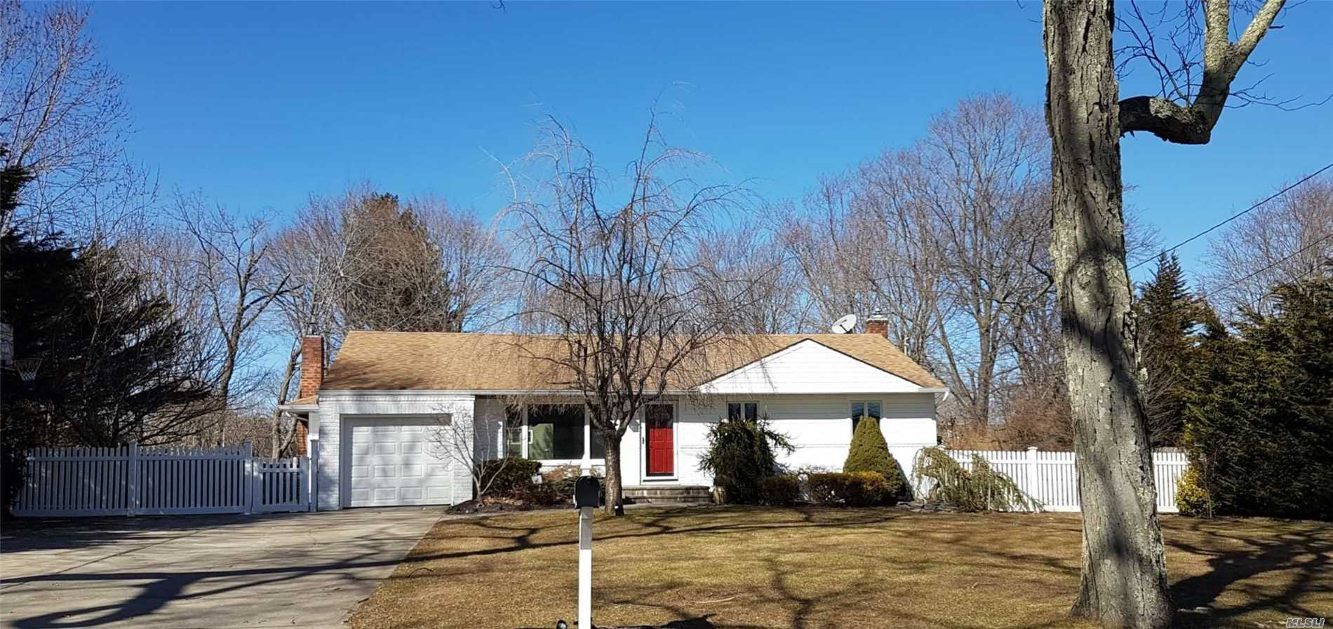 Stunning Expanded 4 Bedroom Ranch On Half Acre Lot In Commack Sd. Open Floor Plan. New Custom Kitchen W/ Farm Sink. Large Island. Granite Counter Top. New Ss Appl. Master Suite W/ Full Bth. Gleaming Hardwood Floors. Updated Finished Basement.