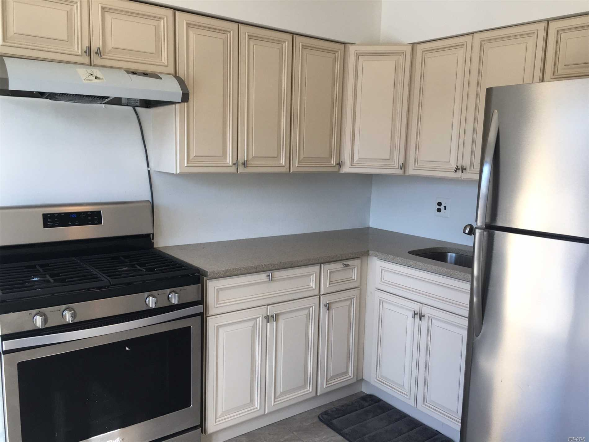 Bright and Large 1Br, Mint condition, Balcony, Washer/dryer included, near L.I.R.R/Buses, convenient to all.