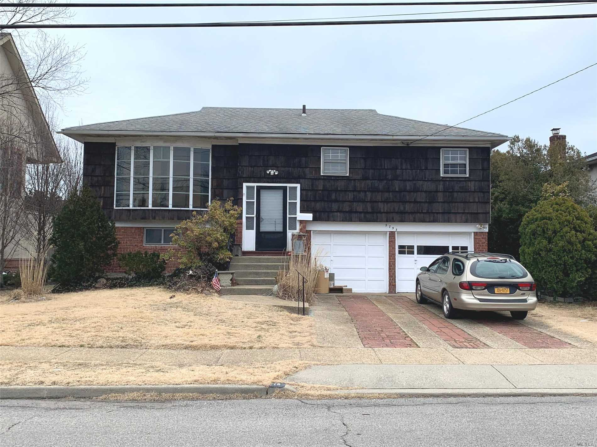Large 3 bdrm 2 bath hi-ranch w/ enormous 2.5-car gar in need of some TLC. Handyman &/or end-user special... endless potential! Truly an Unbeatable block & location w/ panoramic water-views of the naturally-wide-as-a-lake Bellmore Creek from home's sunny back deck & bkyard! Home sits on sprawling property in the most private/quiet & desirable of locations within the 1st-class East Bay Neighborhood of S.Bellmore. Renovate or build brand new at this unique prime piece of serenity down by the bay!