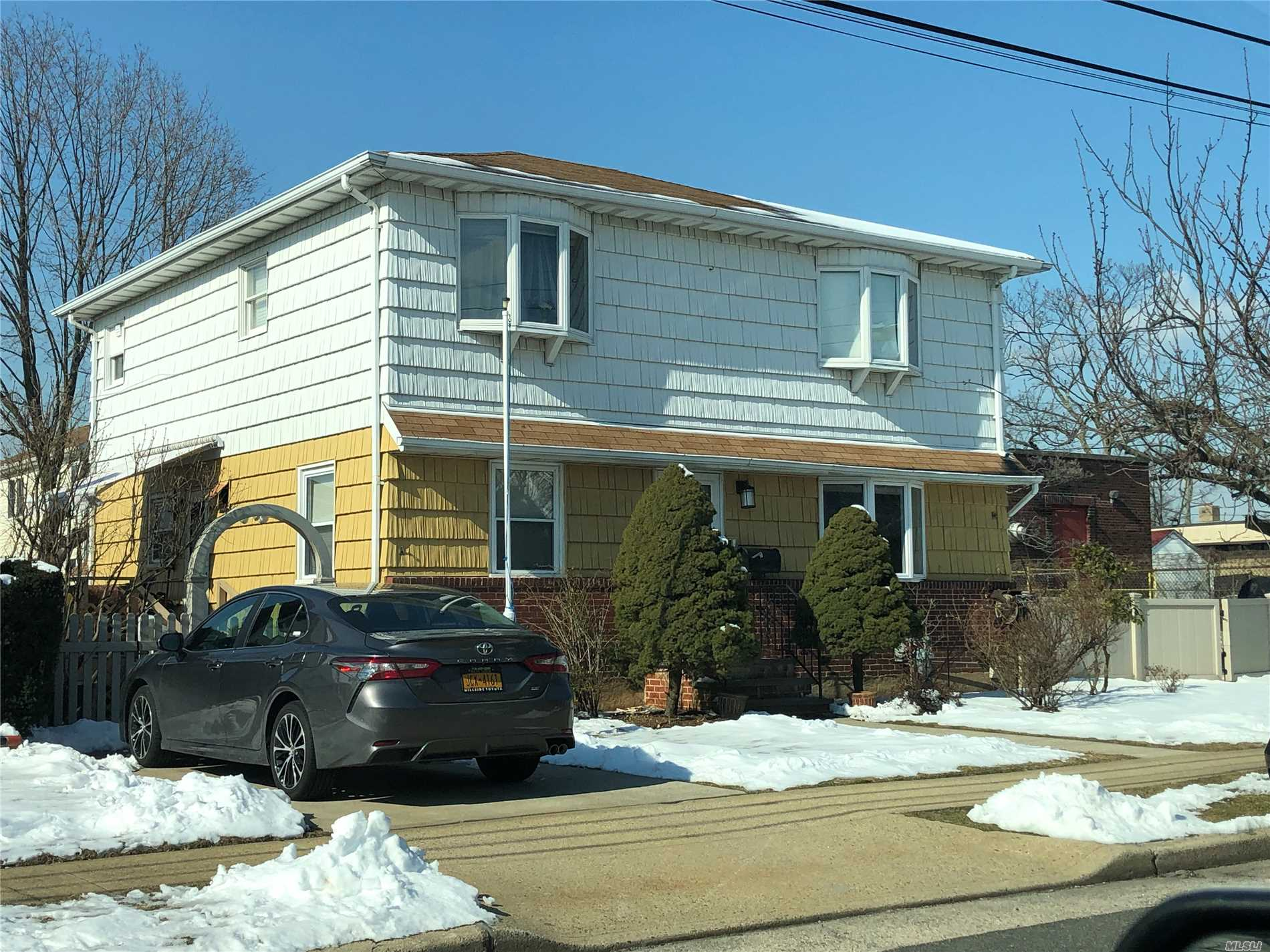 1 Family house built on 7000 Sqft , 2brm over 2 brm with finish basement. Mother Daughter..Show And Sell
