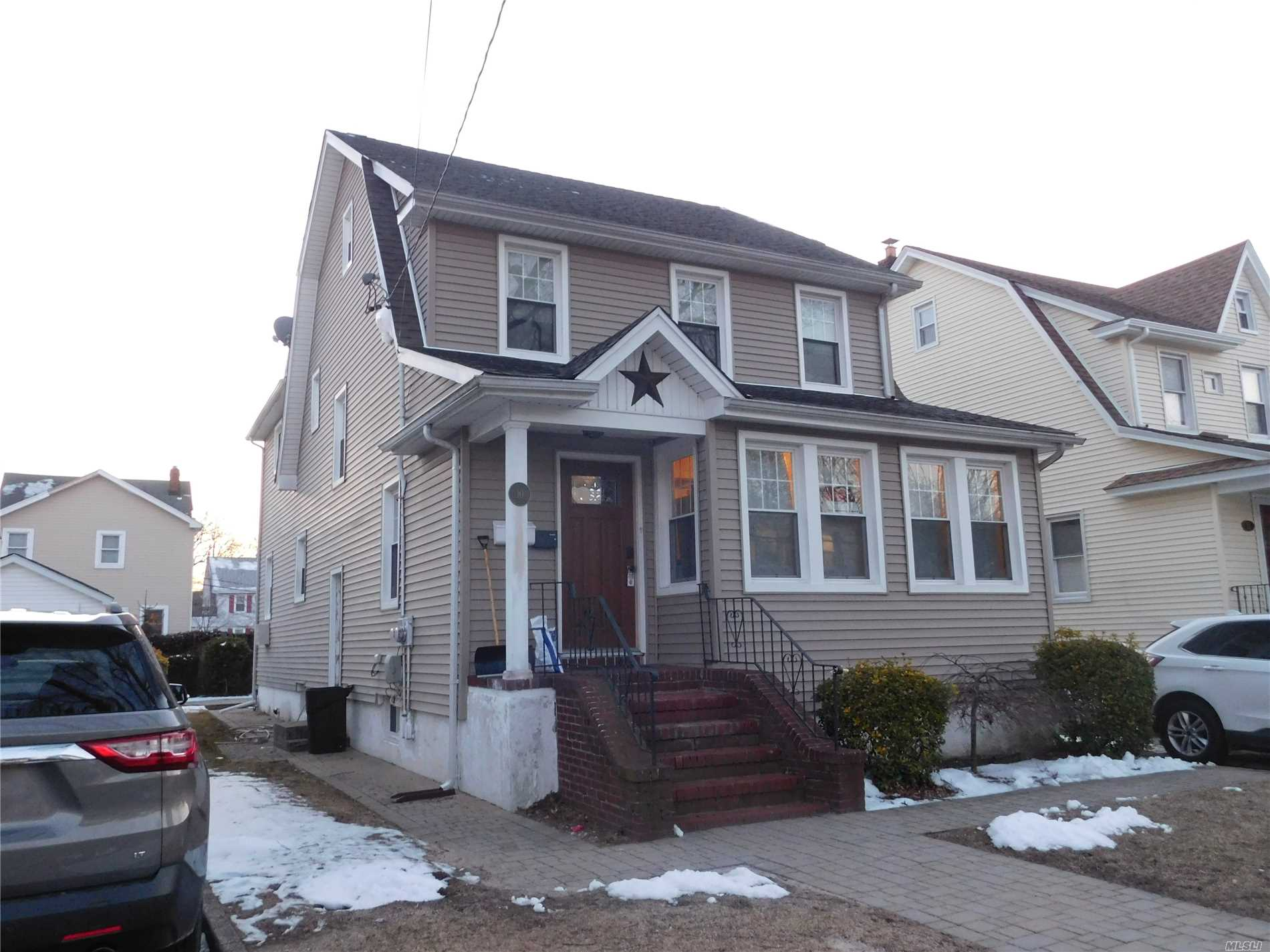 New kitchen 3 Beds 1 bath bonus are. Pets considered at landlords discretion with extra security