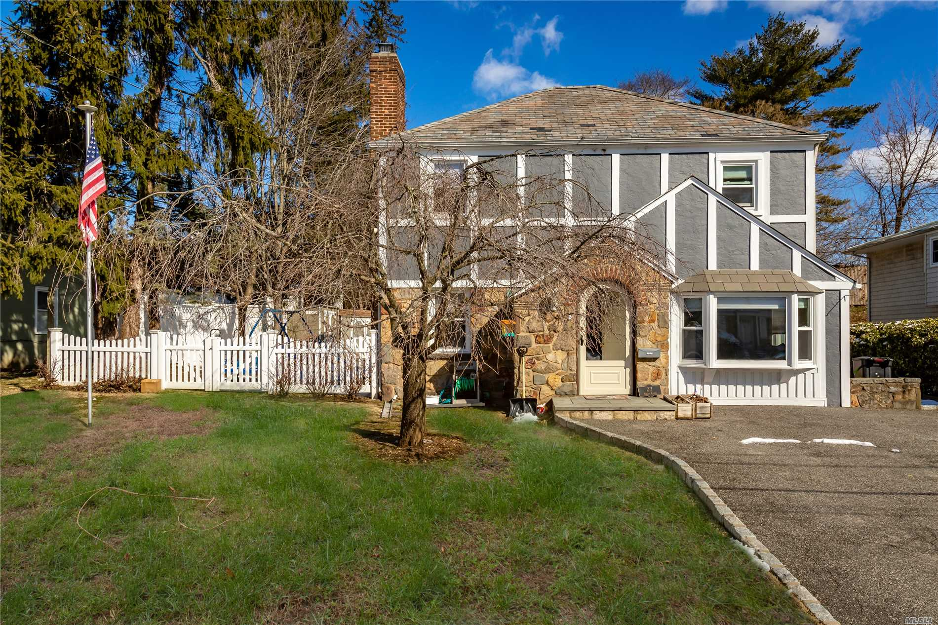 Location, Location, Location! Prestigious Roslyn S. D.! Beautifully Renovated Colonial Set On Professionally Landscaped Property. Inviting Living Room With Expansive Yard Views. Gourmet Eat-In-Kitchen. Three Bedrooms, Great Closet Space Throughout. Great Layout. Low Taxes.