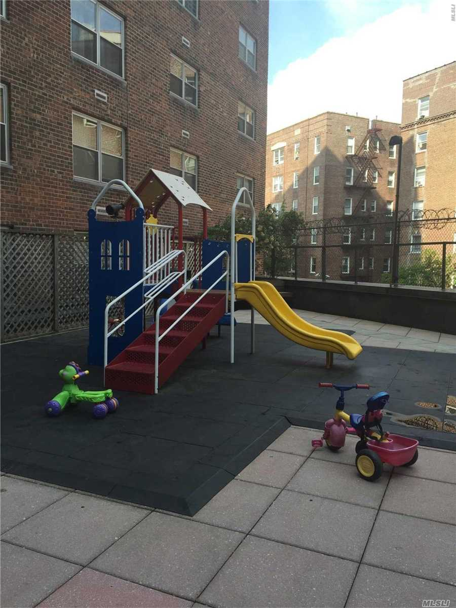conveniently located apartment on high floor in concrete building with central air and heat, 24 hour doorman, laundry on every floor, rooftop terrace, courtyard with play area, parking garage, great school district, steps to subway and 2 blocks to LIRR. Close to Austin Street Shops and Restaurant.
