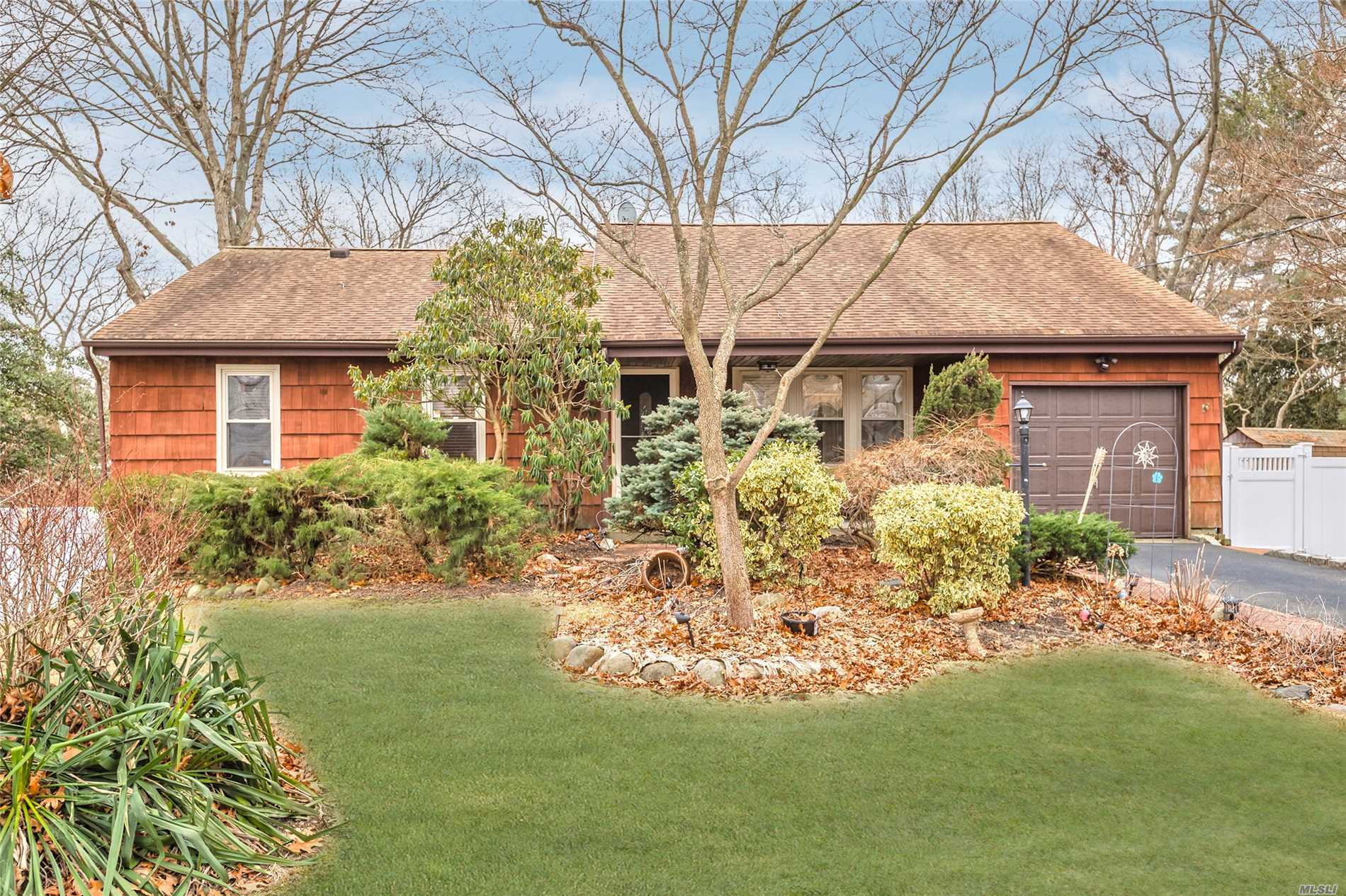 Put This Home On Your Shopping List, Features: Eik W/Cathedral Ceiling And Skylight, 3 F/Bath, Hardwood Floors, Ceramic Tiles,  New Washer And Dryer, Den With Sliding Glass Door To Yard, Igs, Bi Level Deck, Fenced Yard, Dead End Street.  Do Not Pass This Homeup