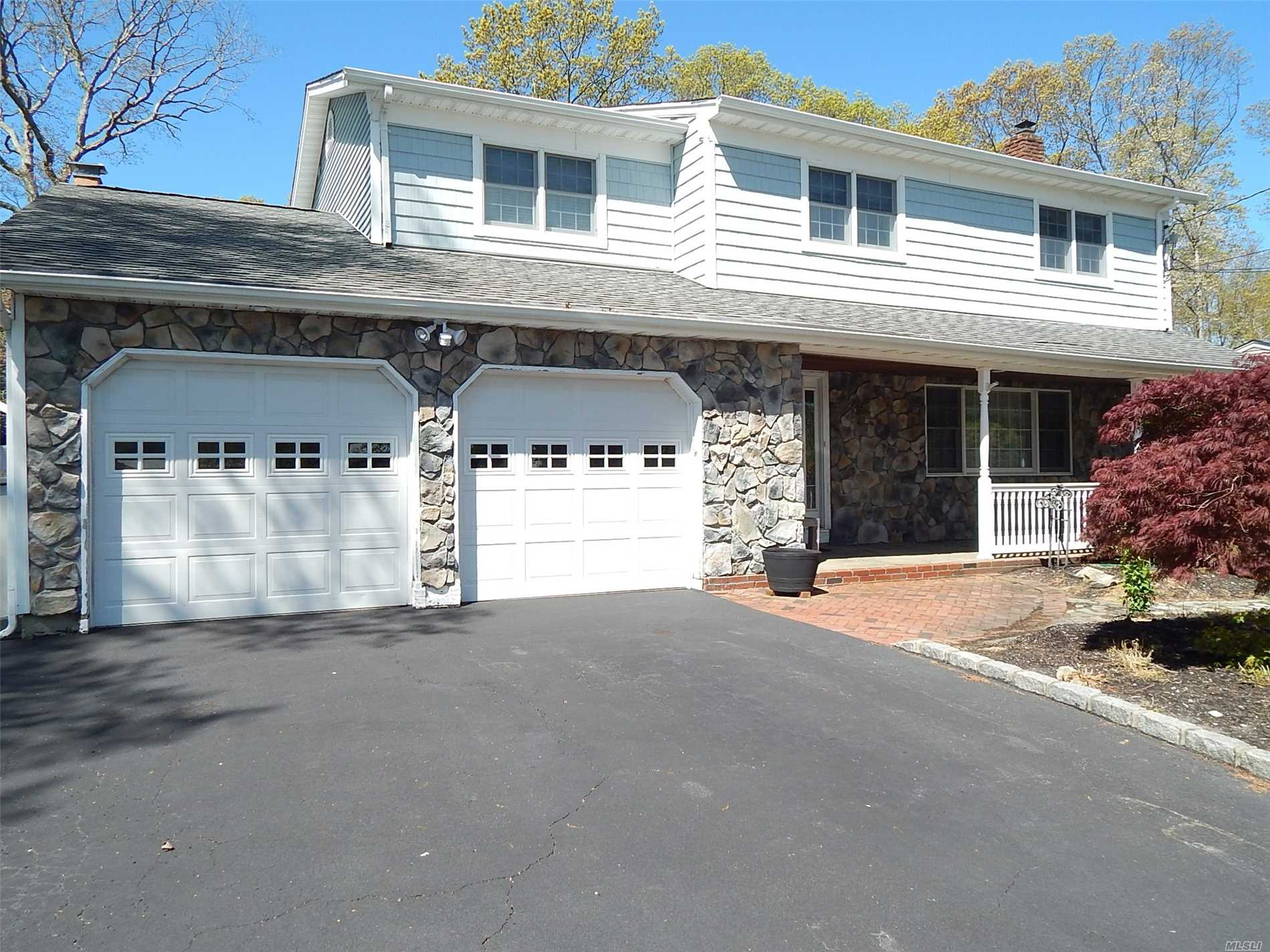 Fabulous 4 bedroom, 2.5 bath updated mint Colonial. Includes-beautiful updated Eat In kitchen with center island, granite counter tops and magnificent cabinetry, FDR, FLR,  den with wood insert fireplace & radiant heat, hardwood floors, Andersen windows natural gas for cooking plus oil heat, CAC, IGS, 10 X 12 Shed, 2 car garage. SWRSD.