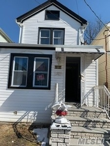 2-3 BEDROOM 1.5 BATH FULL FINISHED BASEMENT GARAGE PTY DRIVEWAY HOME IN EXCELLENT CONDITION