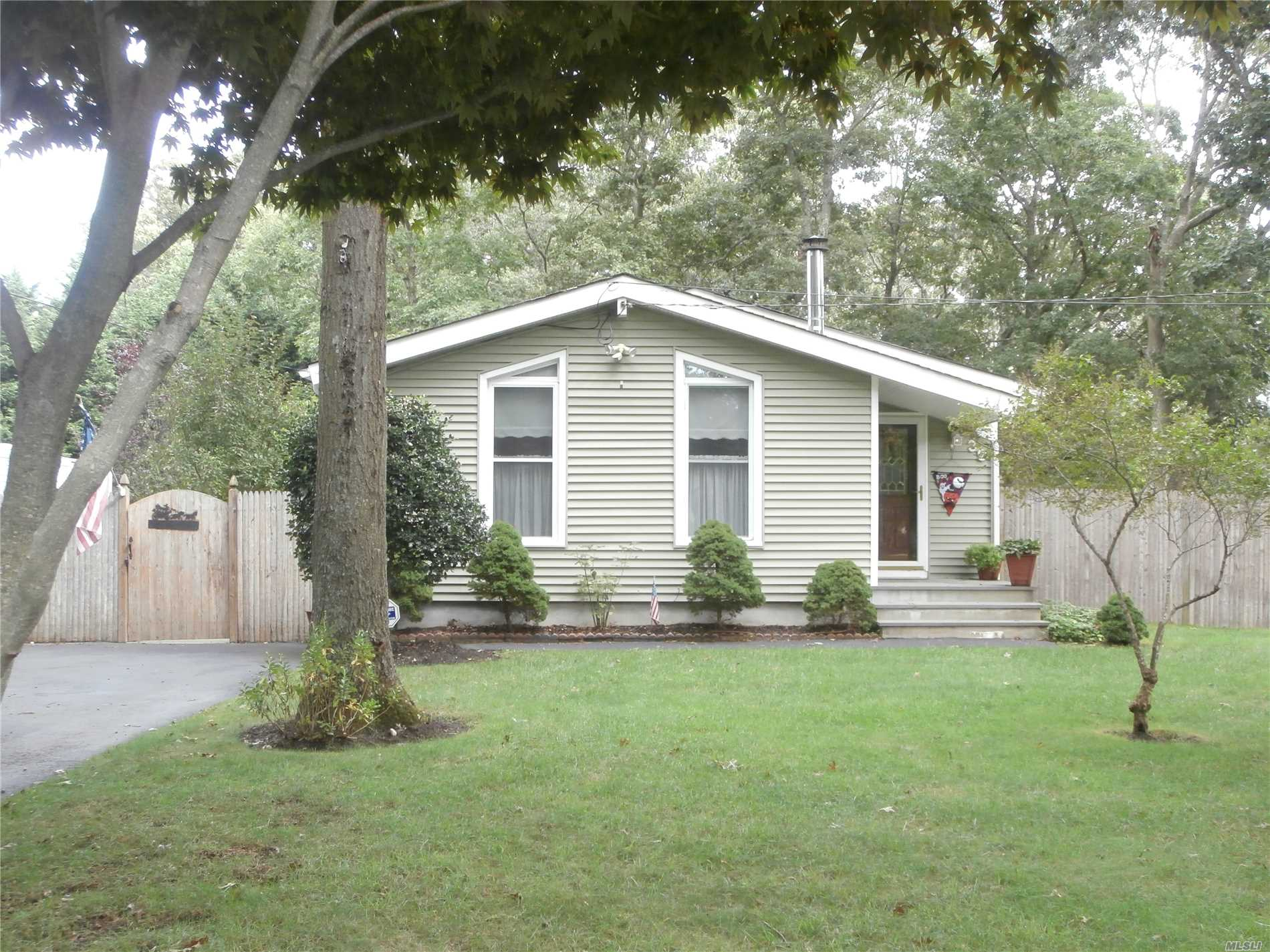 Beautifully Maintained, 3 Bedrooms/1.5 Bathroom Ranch On Corner Property. Also Features Living Room W/Wood Burning Stove & Vaulted Ceilings, Eat-In Kitchen, Hardwood Floors Throughout, Alarm System, Full Basement, Fenced Back Yard, Low Taxes. Award Winning William Floyd School District.