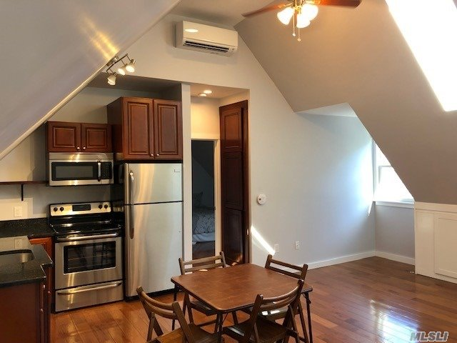 Custom Brand New Bright 2nd Flr Apt. Includes An Operable Skylight, Lg Wndws. New Kit W/Ss Appls, Freezer W/Ice Maker, Granite Counter Top, Cathedral Ceilings, Plenty Of Storage, Oak Flrs, Cable Hook-Ups. Private Off Street Parking W/ Private Entrance. W&D, Tenant Controlled Heat/ Ac (2-Mitsubishi Split Units 27000Btu) Custom 4X5 Tiled Shower Stall. Wic.Close To Beach