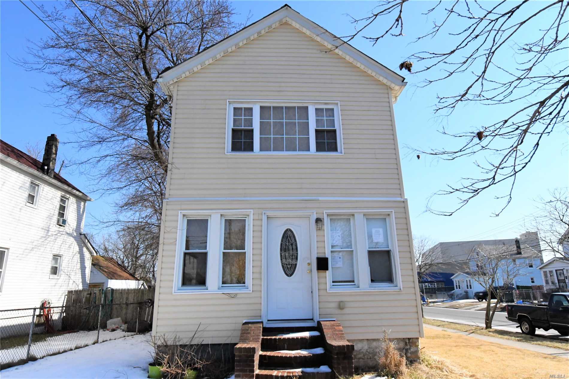 Springfield Gardens: This 1 Family Detached Colonial Features A Full Finished Basement, Living/Dining Room, Kitchen, 4 Bedrooms And 2.5 Bathrooms. This Property Also Has A Private Driveway With A Detached Garage. Bring Your Contractors , Architects, Engineers And Hard Hats For This One. It's Conveniently Located Near Restaurants, Shopping Centers, Parks, And Schools Etc. Don't Miss This Opportunity!