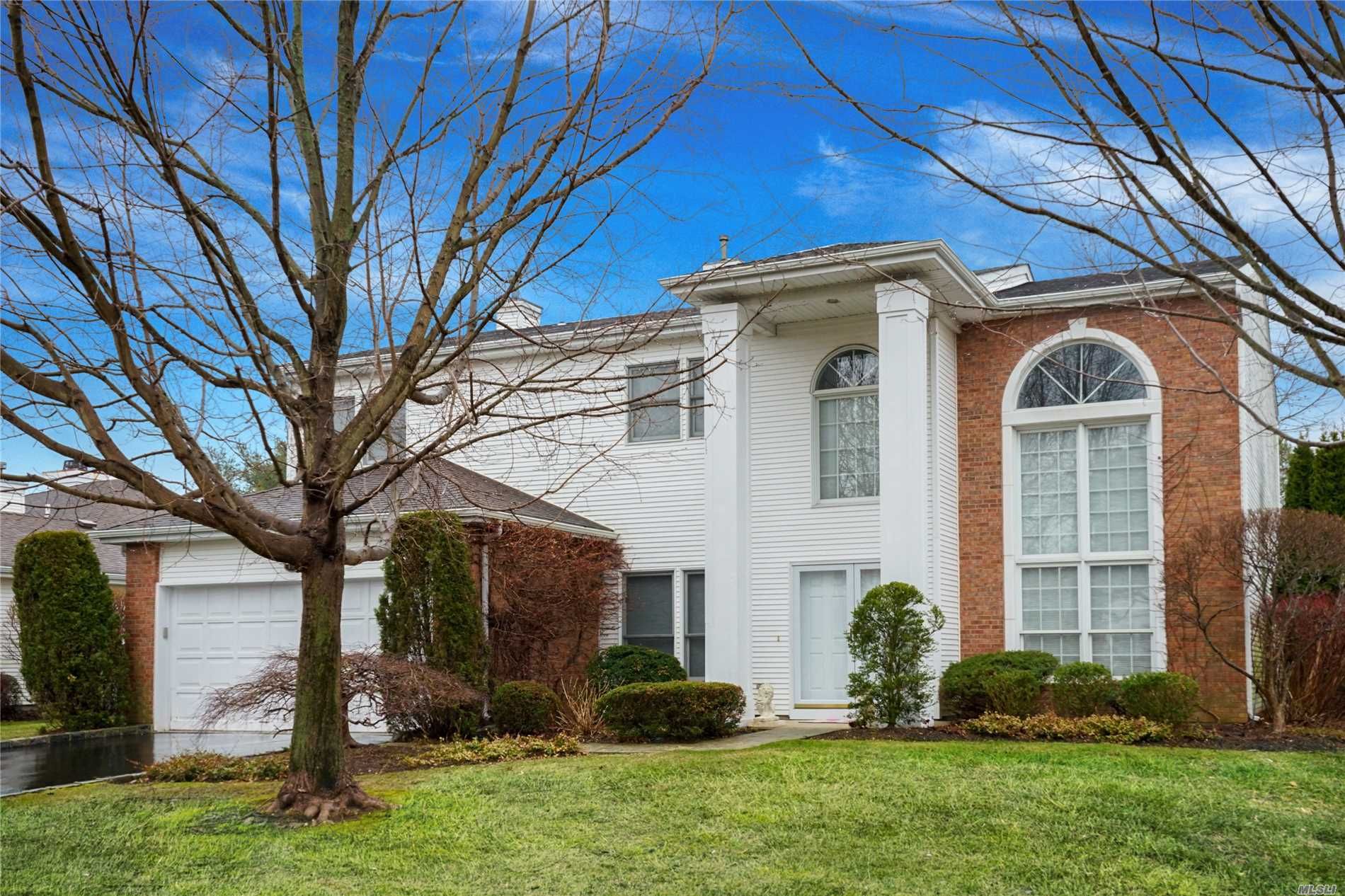 Fabulous opportunity to purchase Eagleton Estate home!!! Reduced Thousands Lovely view of 9th green&water.Paver brk patio, hardwood floors in Lr, Dr, &Great rm, Granite EiKit, electric mantled fplce/mirror, Huge mstr suite/jacuzzi bth, 2Bdrms, Bth, Loftted study or 4th Bd.