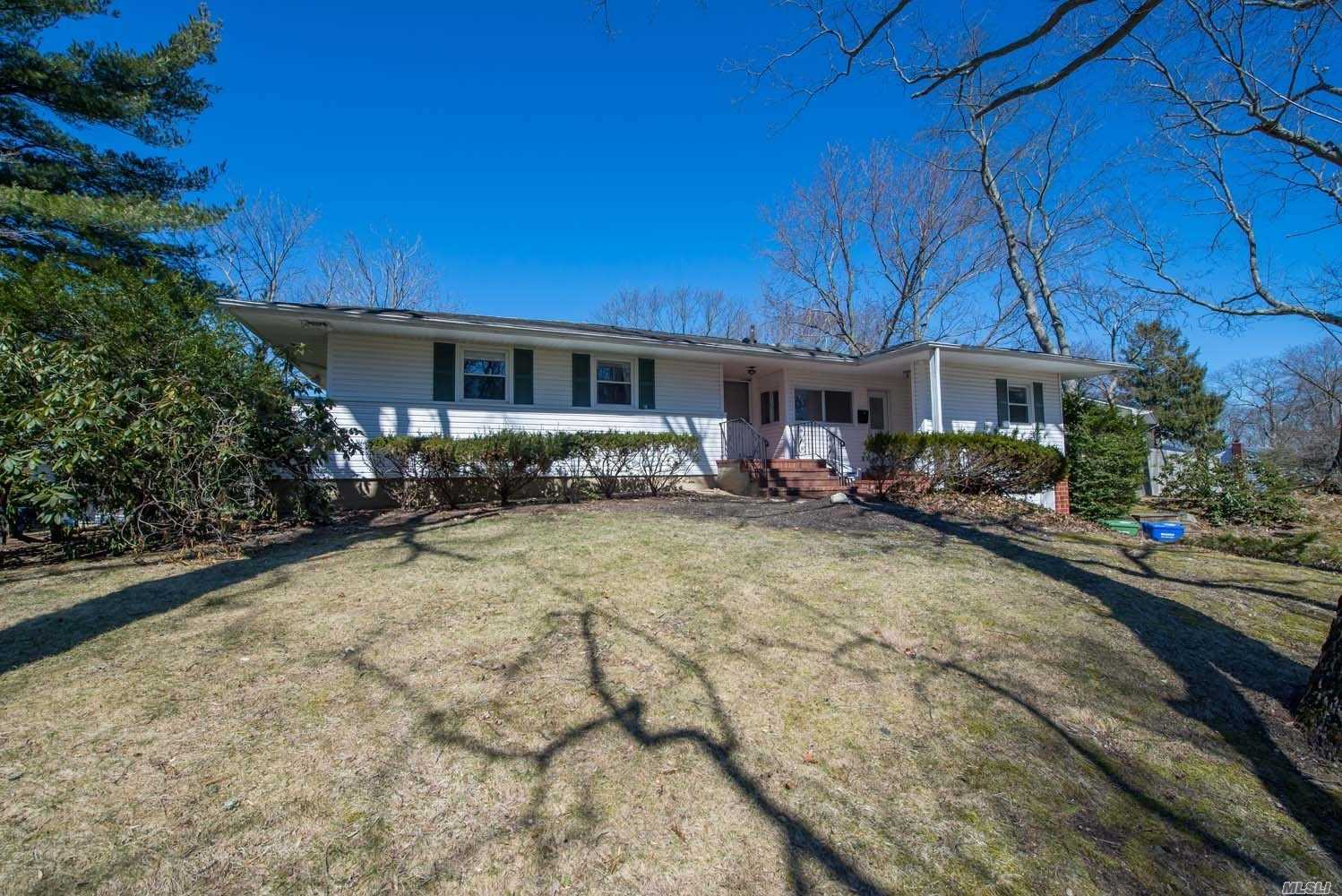 Super Clean w 9Ft Ceilings and an Open Floorplan , Hardwood Floors, Newer Appliances, Spacious Laundry Room, Fireplace, Sun Room , Spacious Bedrooms , Well Appointed.