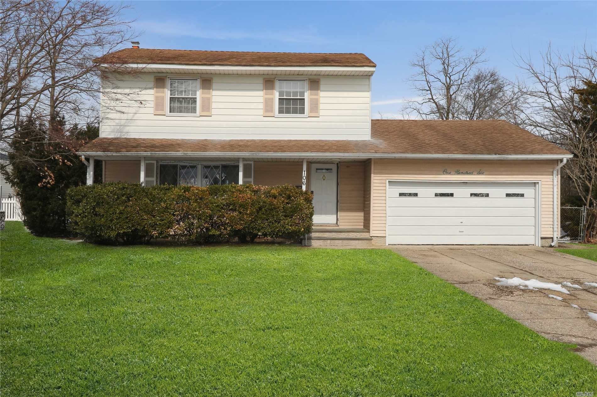 Great Opportunity in this Desirable Commack School District Colonial Style House! Liv Rm, FDR, EIK, Den on Main Floor. Wood Floors, Vinyl Siding, CAC, Ceramic Entry Foyer. Flat 1/4 Acre Property in the Middle of the Block.Needs TLC!