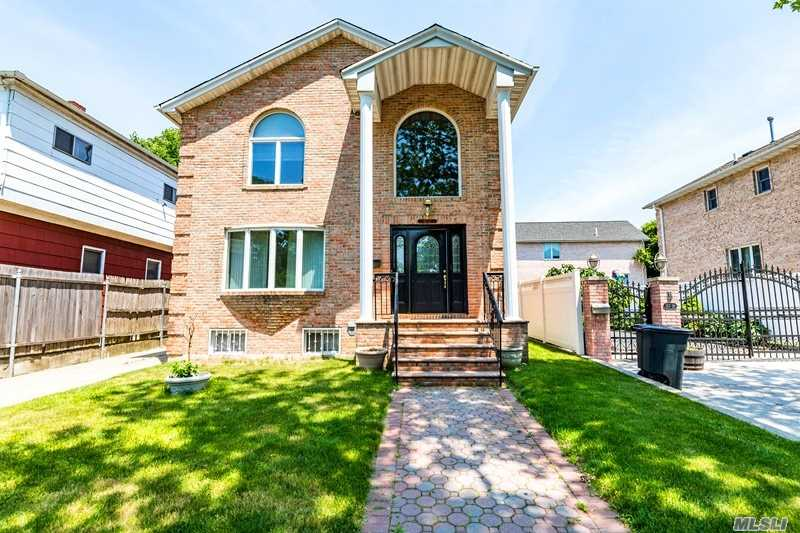 Younger colonial single family brick house with detached garage at great neighbor of Beechhurst/Whitestone. Approx 2296 sqft with finished basement. Facing south, sunny and bright. Built in year 2004. Nice big deck, two zone heat and cool systems. Total 4 bedrooms 2 guest rooms 3.5 bathrooms. 25/26 school district w PS 193/JHS 194/Bayside H.S.. Walk to QM2/QM32/Q15 bus stops. Closed to Whitestone Shopping Center and Expwy, easy to connect all.