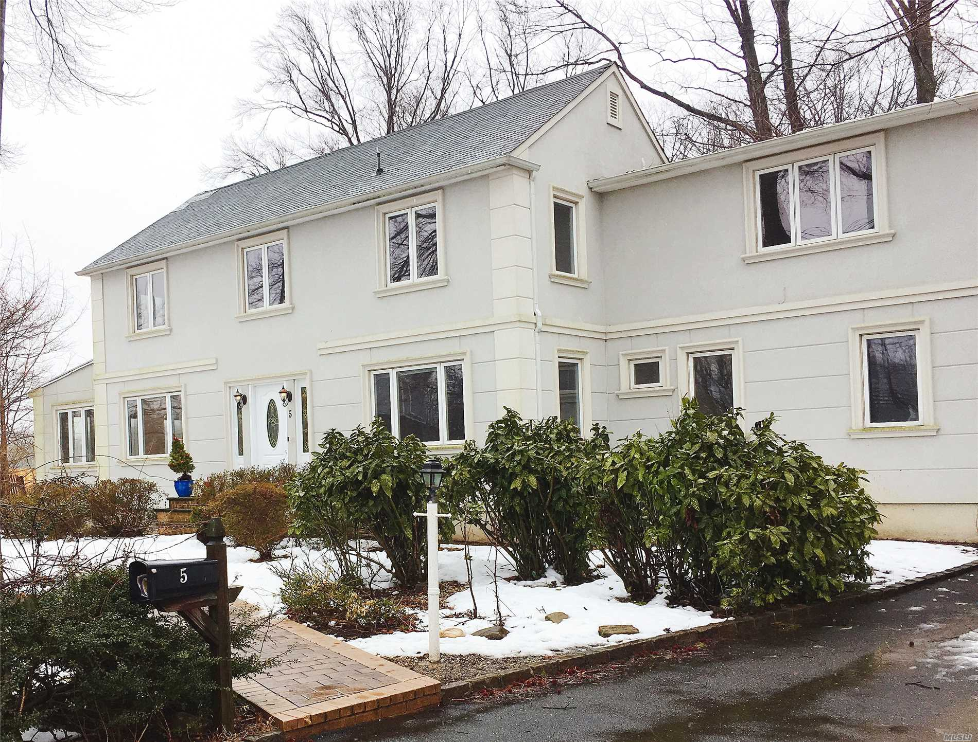 Beautiful Fully Renovated Stucco Colonial. Lots of window with natural light. Large deck overlooks private backyard, steps away from SteppingStone Waterfront Park. Walk to the bus stop. bus N20 to Flushing. Only 20 min on the train to Manhattan. Easy access to Nothern Blvd.