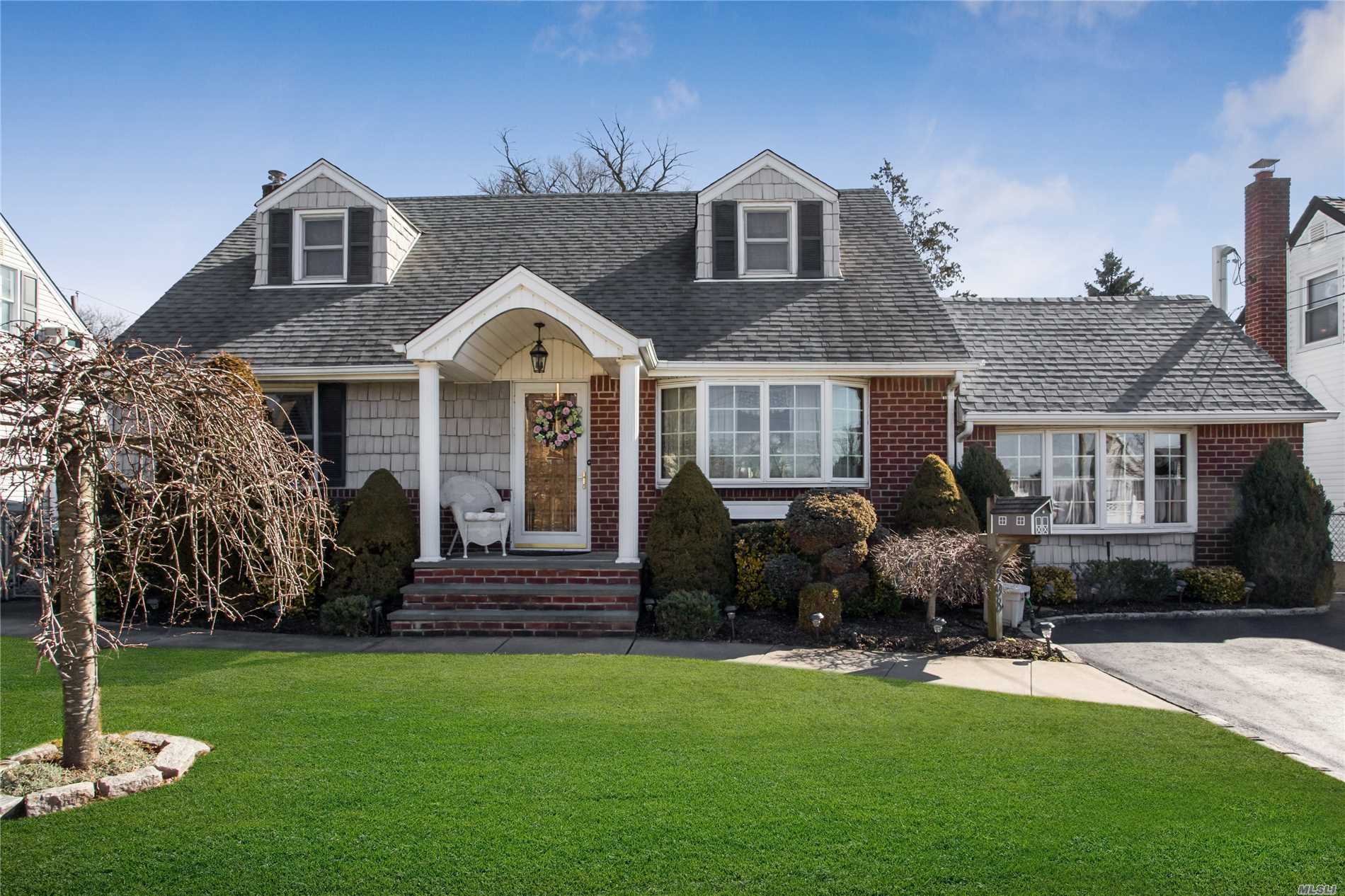 LOCATION, LOCATION, LOCATION! Beautiful 4 BR, 2 FBA, Wide Line Cape in Desirable Franklin Square Area. North of Hempstead Turnpike, Quiet Dead End Street.