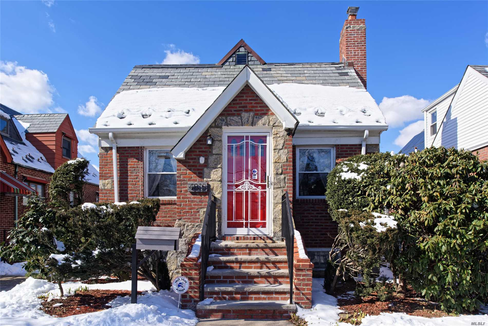 Beautiful Single Dwelling Detached Brick Home In Prime Fresh Meadows. Just Blocks Away From Utopia Pkwy, Francis Lewis Blvd & The Long Island Expy; One Block From Q26 Bus Line. 3Brs, LR, Formal Dining Room, Eat-In Kitchen, Long Private Driveway With Detached 1 Car Garage, Full Finished Basement W/Separate Entrance. Features Include Slate Roof With New Copper Valleys, Blown In Insulation, High Ceilings, Nest Smart Thermostat, Mini Split Air, Building size 22x42 on 40x100 Lot.new pointing.