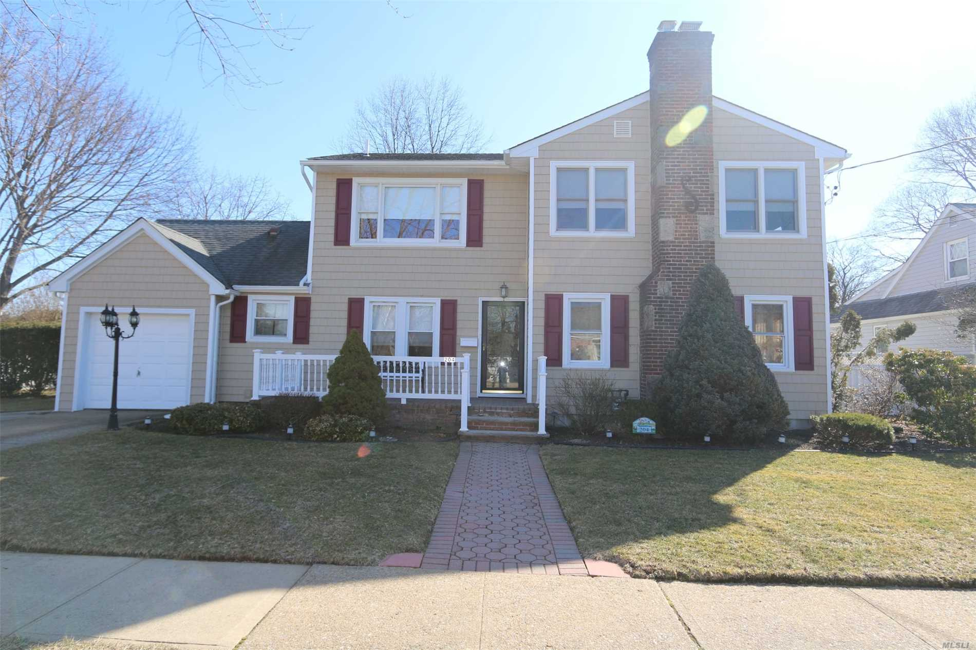 Welcome to Floral Park Crest. Mid-Block Colonial on 100x100. Home Features 3/4 Bedrooms and 2.5 Baths. Eat-in-Kitchen with Granite Counters, Living Room with Wood Burning Fireplace, Dining Room. Large Sun Room. New Siding, New Heating System, In-Ground Sprinklers.