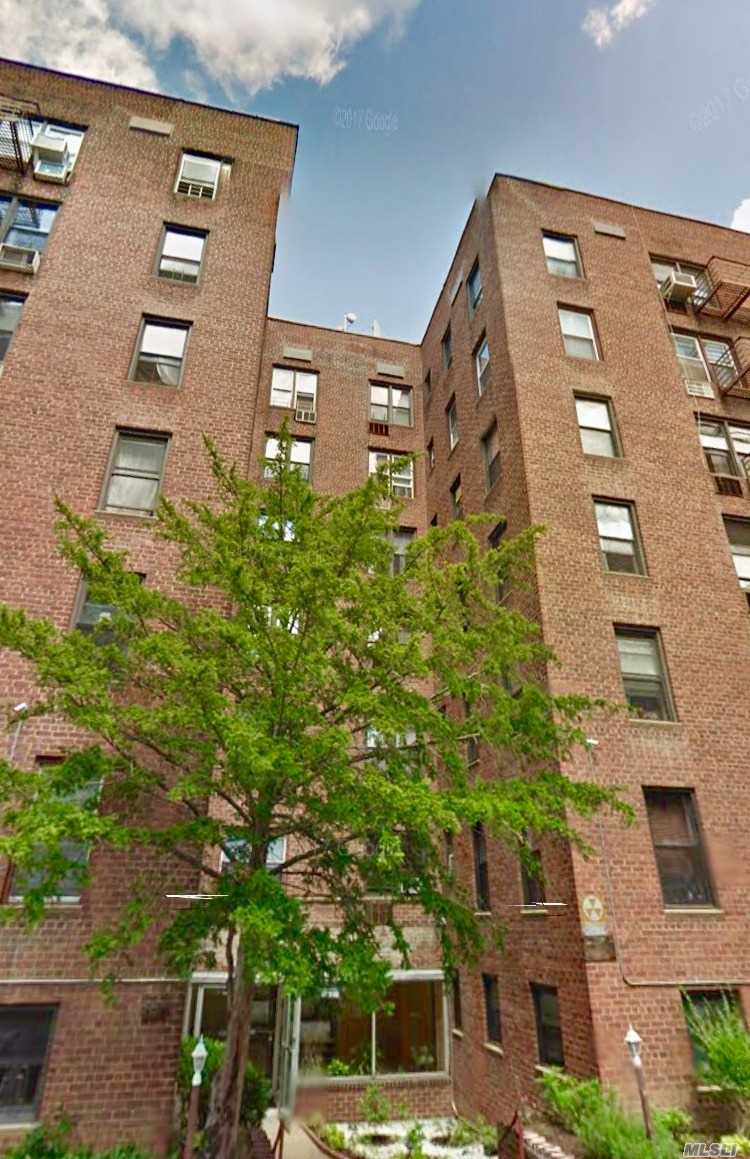 Spacious Studio For Rent In Rego Park. The Unit Features Bright Room, Separate Kitchen, Hardwood Floors Throughout. The Building Is Located Steps To Subway, Buses, Restaurants And Shopping Center.