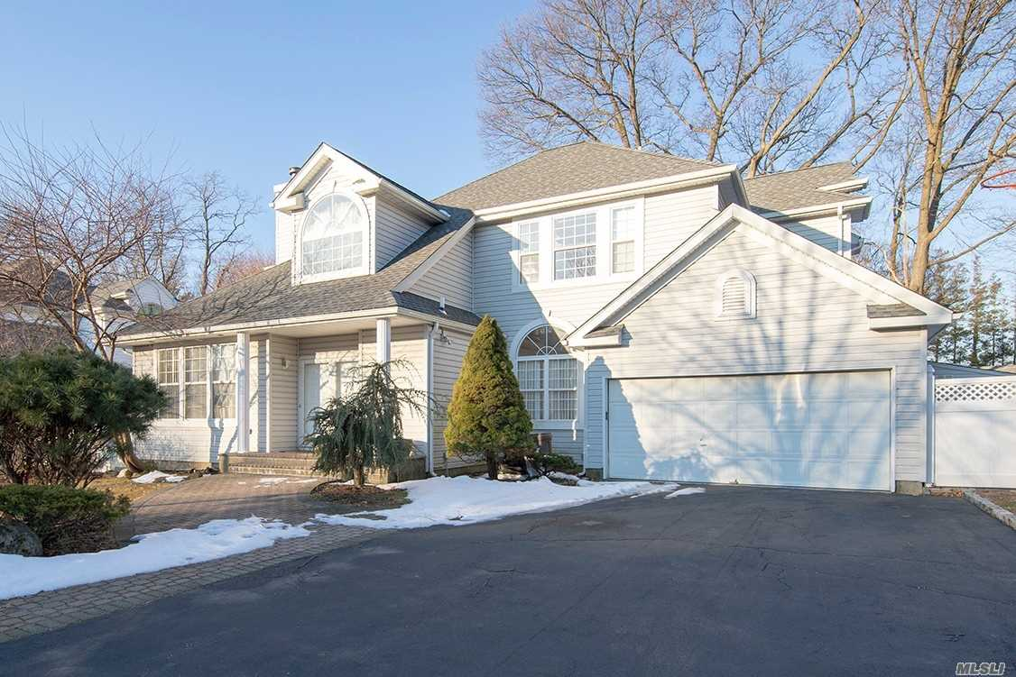 Magnificent young colonial in Woodbury Oaks development. New Hardwood Floors, Eat in Kitchen with Prep Island, Granite Counter. Master Suite w Jacuzzi tub, finished basement, New roof, new Fence, new Patio. Oversize backyard, must see!