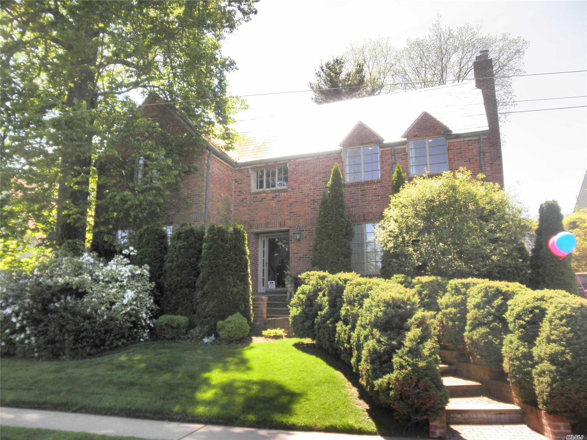 Rare Opportunity Direct Waterfront Gem In The Heart Of Douglaston Manor-Water ! Water ! Water ! Stately All Brick Center Hall Colonial. Amazing Designer Showplace Home With Finest Quality ! This Elegant Home Is Totally Renovated With Fabulous Living Space With Luxury Custom Kitchen & Baths. Great Opportunity To Get Into Prestigious Waterfront Community !! Enjoy Tennis, Pool, Boating & Douglas Manor Club. Easy 30 Minutes Commute To Nyc.