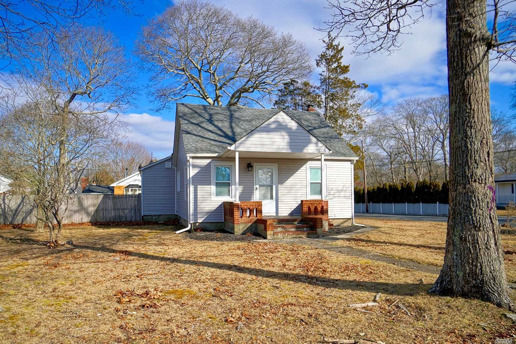 Beautifully renovated property with 3 bedrooms, Master Suite on the 2nd level. 2 full baths. Very East of the town so it's quiet and private.  Property is completely fenced and the side entrance of Dahlia is convenient and makes for easy parking in driveway or on the street.