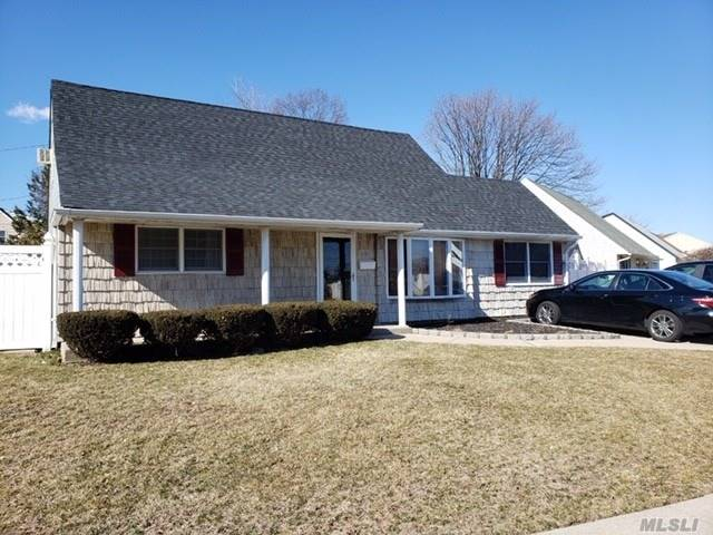 Beautiful home! Just unpack! Updates include kitchen, SS appliances, bathroom crown molding and new roof. Large open floor plan with extended living room. Oversized property with PVC fencing.SD#21