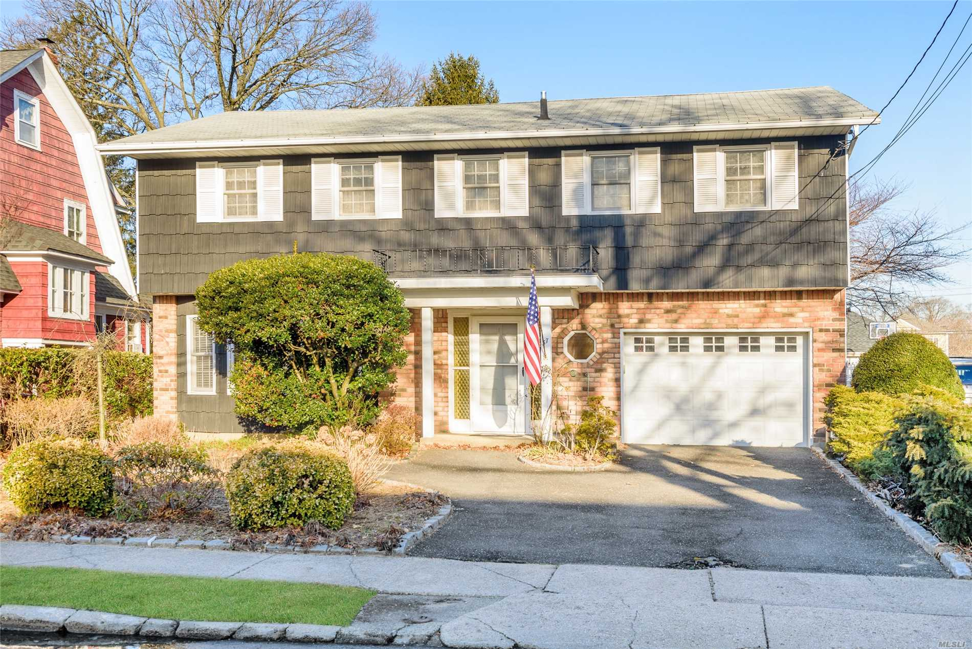 Location, Location, Location! Gorgeous Splanch on 50 x 150 Fenced Property. Bright Entrance Foyer leads to Formal Dining Rm, Large Eat In Kitchen, Family Rm, 1/2 Bath. Formal Living Room on Separate Level with Fireplace and Cathedral Ceiling. Perfect for Entertaining. Master Suite has 2 Walk In Closets & Full Bath. There are 4 additional Large Bedrooms with tons of closet space plus Attic space, Laundry/Utilities in Basement & Attached Garage. Walk to Gibson or VS LIRR. 15 Mins to JFK......