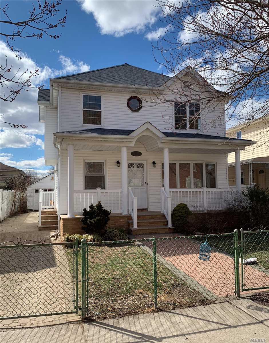 Magnificent Central AC/ Heat Custom Built Features 5 Bedrooms 3.5 Bathrooms Beautiful Master-En Suite with Large Walk in Closet Large Attic Full finished Basement with OSE 2400 Sq ft built opposite to PS115 School. Near to park and Shopping in desirable section of Glen Oaks