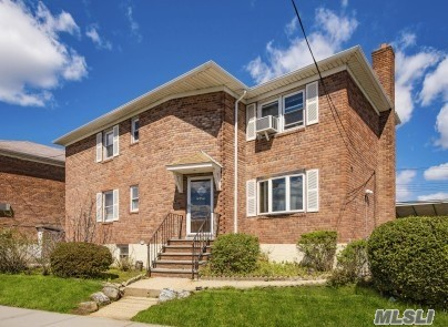 Great House/Investment opportunity in the neighborhood of Flushing/Whitestone. Solid brick, detached 2 family building with finished lower level with SOE in mint condition. Walking distance to Good Fortune supermarket, multiple banks, restaurants, shops and various transportation.