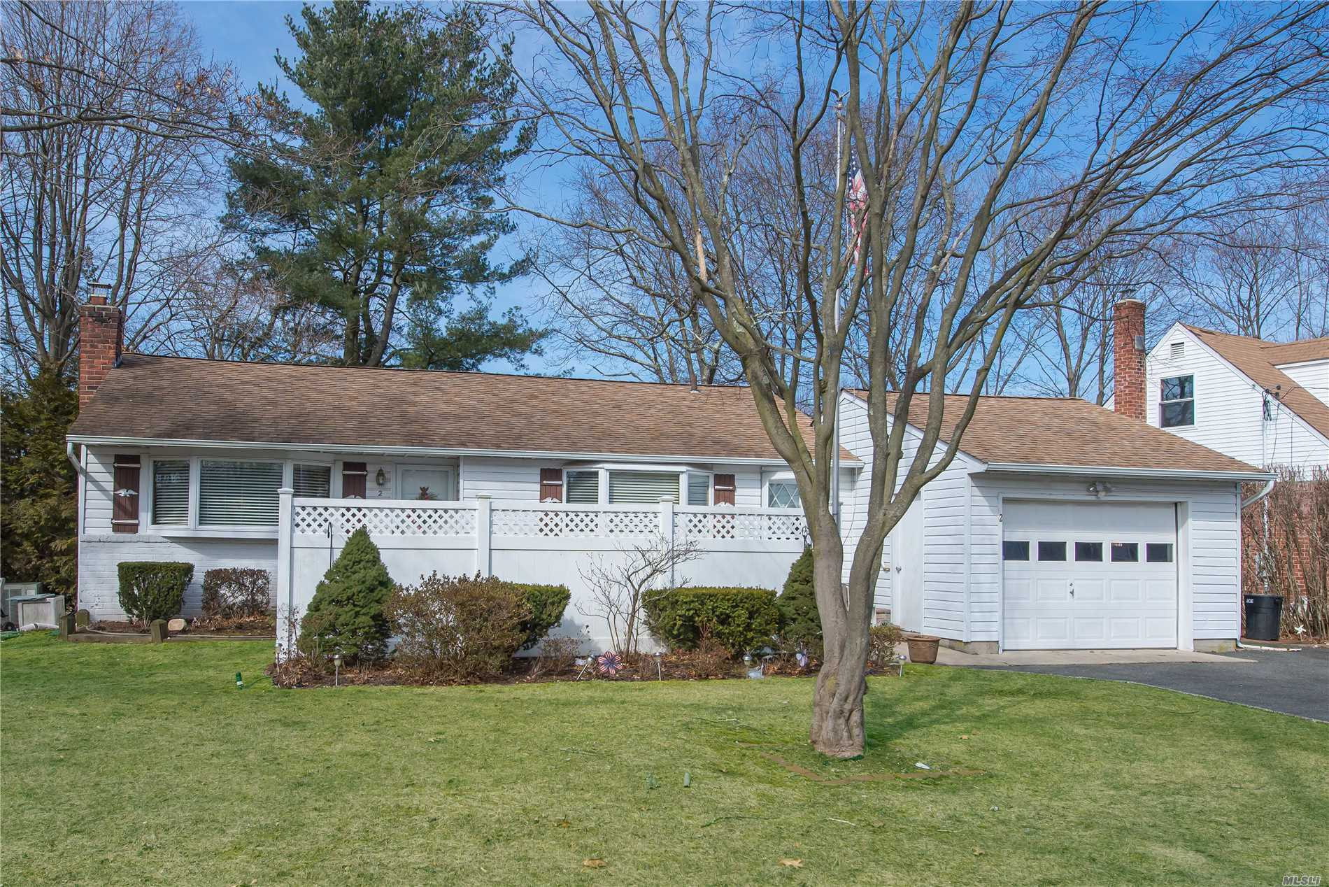 Very nice 3 bedroom ranch on a quiet street, with a 1.5 car garage in the Commack School District. close to shopping, and highways.