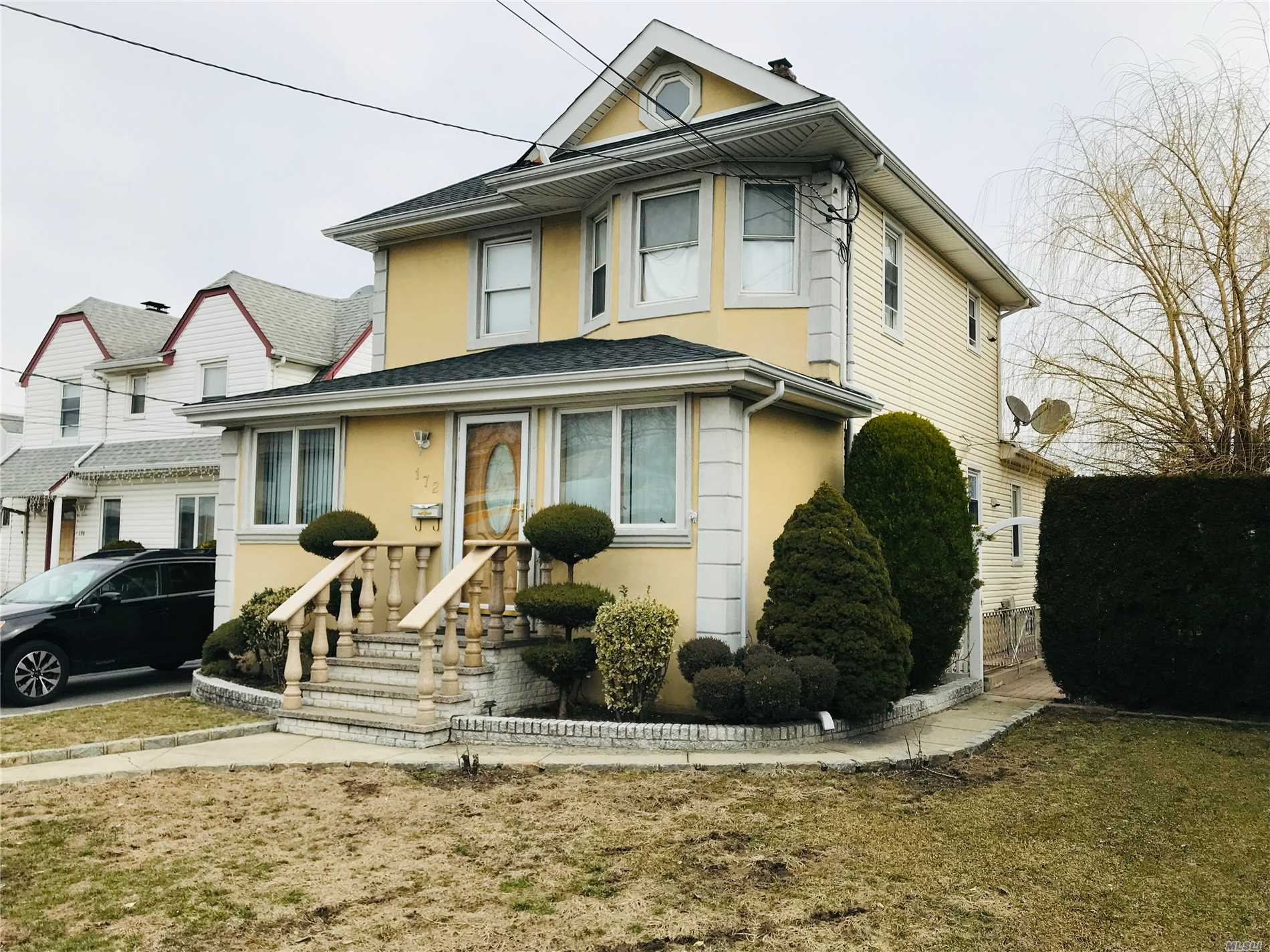 Turnkey 4 bedroom, 2 bath apartment occupying two levels: ground floor and finished basement. Renovated (granite) kitchen, renovated baths, close to shopping and transportation.All Wood Floors.