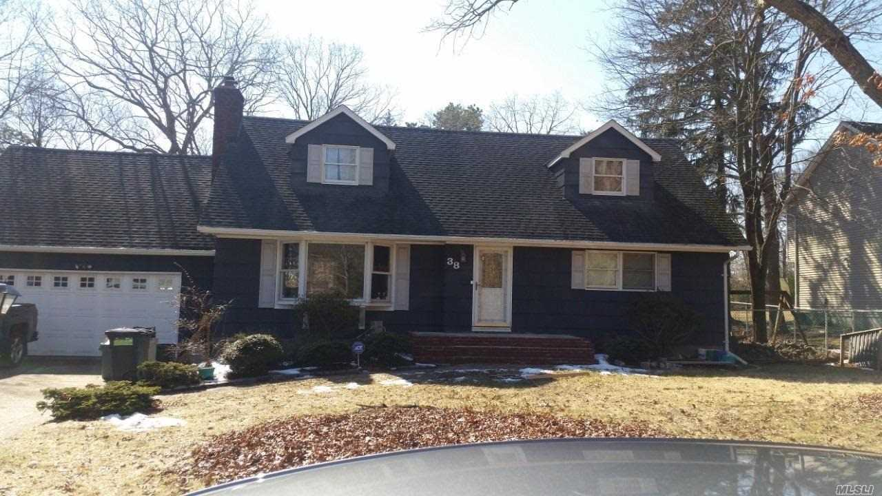 Spacious upper level one bedroom includes all utilities! Hardwood floors, use of washer/dryer, use of deck and yard! Plenty of storage, minutes to shops and railroad. N/S, small dog ok. Driveway Parking This one will not last!