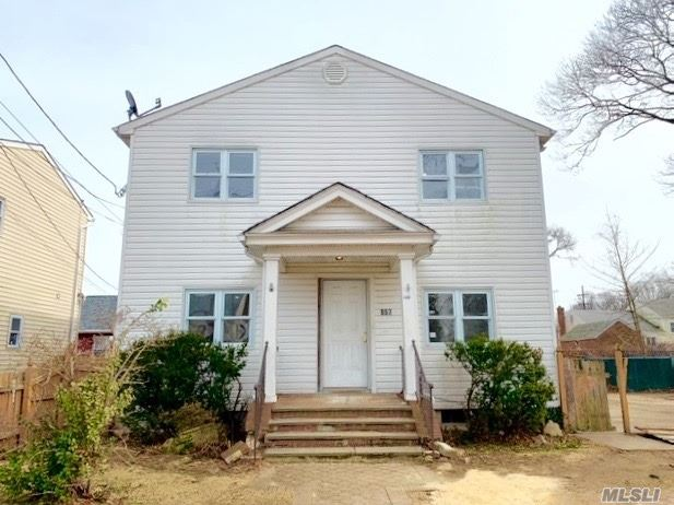 Opportunity Is Knocking!!! W. Hempstead: This 1 Family Detached, Colonial Features A Full Basement, Living Room, Formal Dining Room, Eat-In-Kitchen, 5 Bedrooms And 2 Full Bathrooms. This Property Is Conveniently Located Near Major Highways, Schools, Shopping Areas, Parks, Restaurants Etc. Don't Miss This One!
