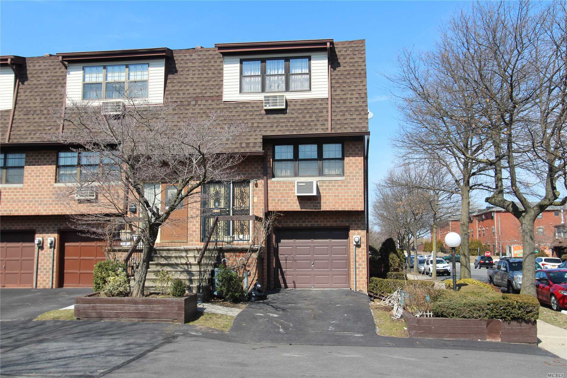 Riverview Triplex Condominium 2, 010 Sq.Ft.,  End Unit, 3 Bedrooms, 2.5 Baths, Living Room, Dining Room, Kitchen, Den / 4th Bedroom, And Garage. Sliders To Private Backyard. New Windows. Granite And Hardwood Floors. Only $263 / Mo. Common Charges!!!