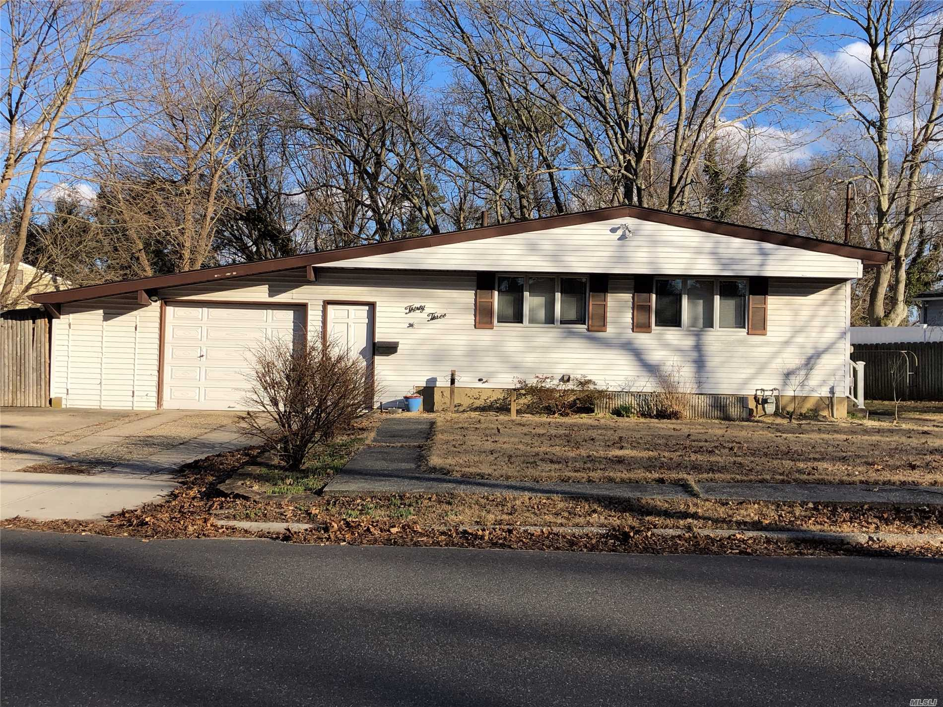 Whole house in sachem schools. full basement w/full bath, hook up for washer/dryer, nice neighborhood ** will consider small pet with extra Security***