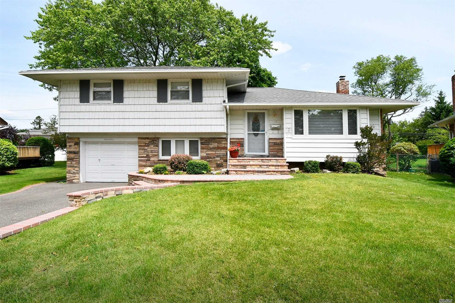 Move Right In To This Pristine 3 Bedroom Home, Located Mid-Block On A Quiet Street In Plainview W/Bethpage Schools. Beautifully Updated Eat In Kitchen W/Ss Appliances, Granite Counters, Tons Of Storage. Renovated Baths. Custom Crown Moldings & Coffered Ceilings. Gleaming Hardwood Floors, Newer Cac, 200 Amp Electric,  Newer Windows & Doors. Large Finished Basement. New Front Steps & Stone Trim Facade. Park Like Property W/Concrete Patio.