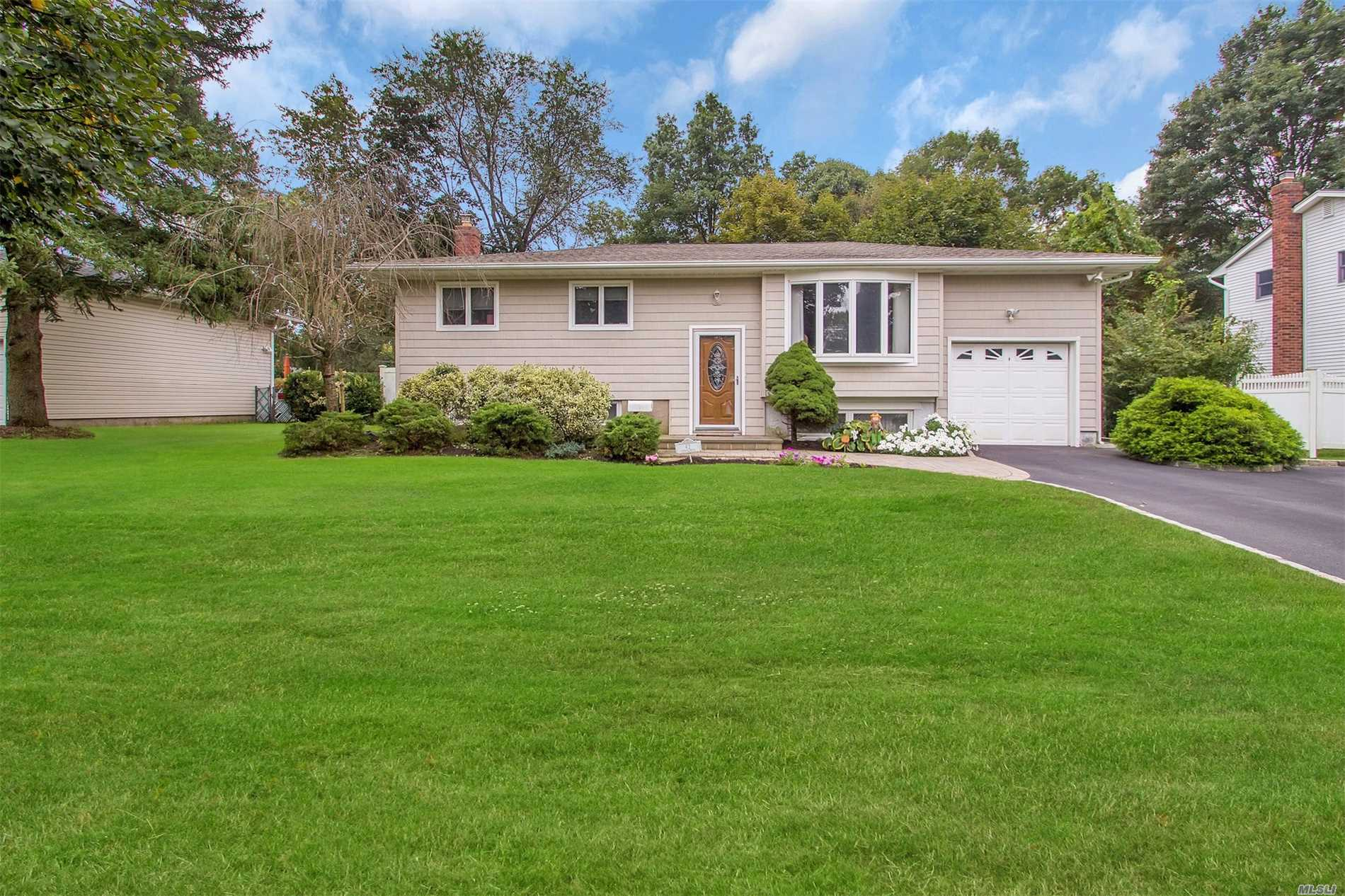 Lovely, Spacious Raised Ranch With Open Floor Plan, Features 4 Bedrooms, Full Bath and Florida Room With Gas Fireplace.  5 Year Young Kitchen with Granite Countertops & Stainless Steel Appliances. Full Finished Basement - New Washer & Dryer. Gas, CAC, Wood Floors, IGS. Mid-Block Location in Desireable Indian Section of Commack. Wood Park/Sawmill Schools. Make This Your Home For The Summer!