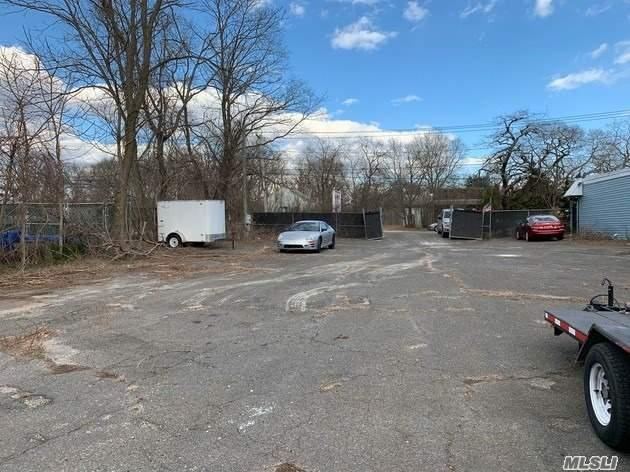 ~8000 Sq Ft. Paved & Level Yard Available For Lease w/Electric for Office Trailer! Direct Hwy Frontage on Central Long Island's Railroad Ave, a High Commuter & Commercial Traffic Corridor w/ Direct Access to Sunrise Hwy (Exit 60) w/ West & East Service Road access in less than 8 minutes Travel Time. Signage Already in Place for Company Branding; Fully Fenced and Secure; Paved; Sidewalks; Perfect for Limos; Auto; Vehicle, Equipment or Product Storage; Landscapers; Irrigation; Plumbing;;etc..