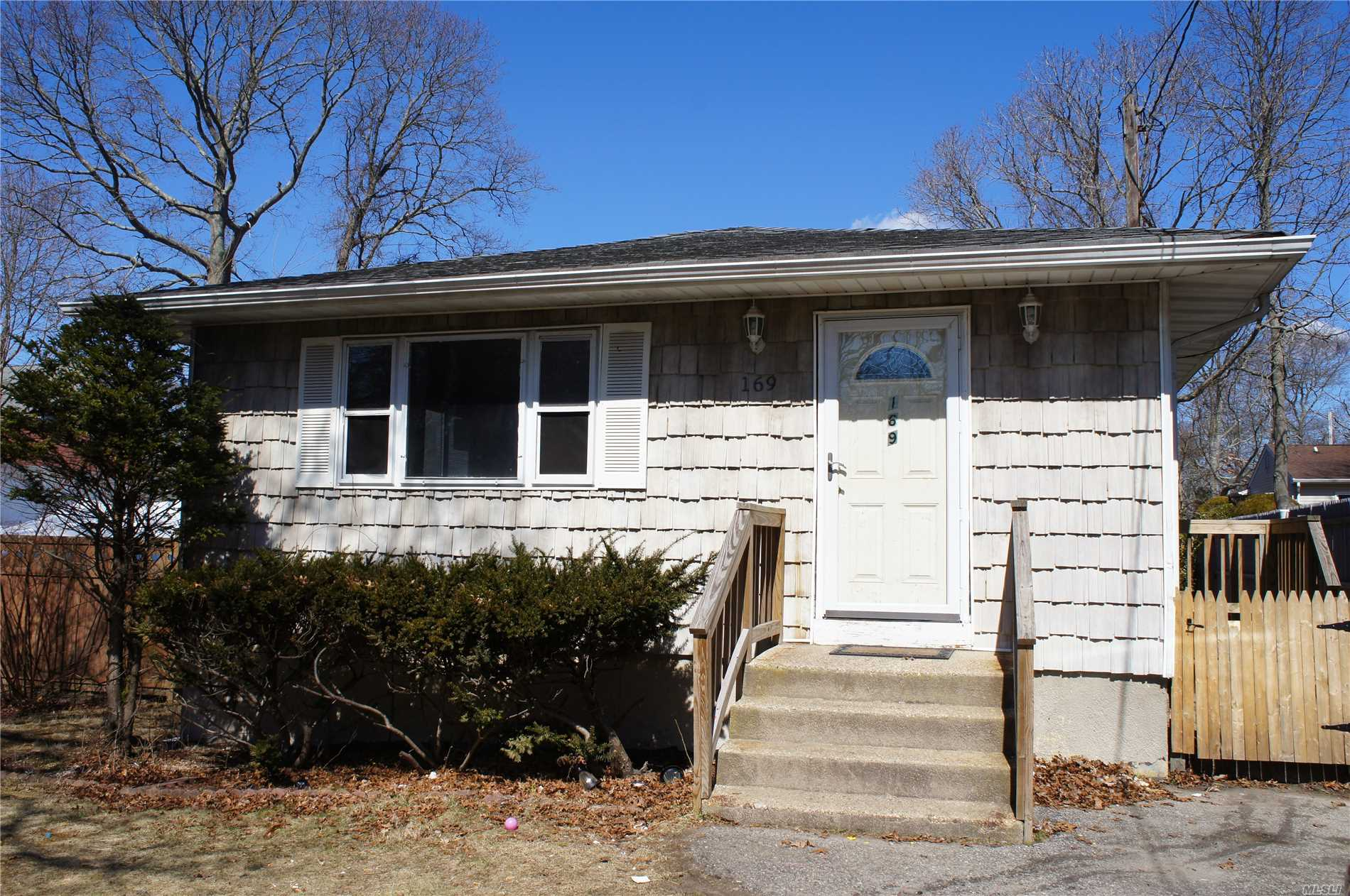 Ranch featuring 3 Bedrooms, 1 Full Bath, Eat in Kitchen, Living Room, Dining Room and Full Basement with Washer/Dryer Hookup