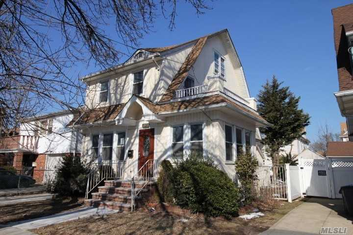 !!! FULLY GUT RENOVATED TOP TO BOTTOM DET ONE FAMILY HOUSE IN QUEEN VILLAGE !!!