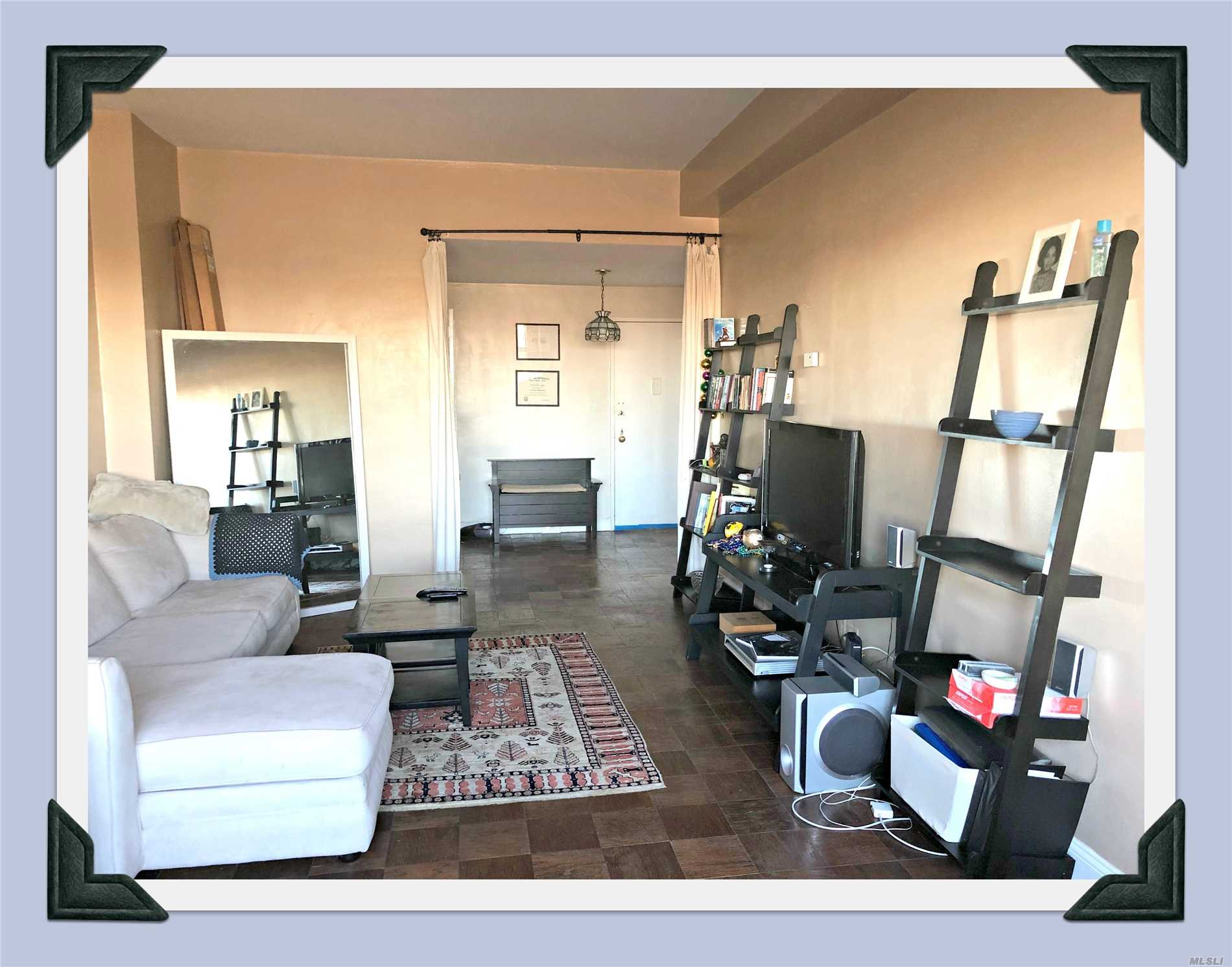Come See This Penthouse Luxury Hi-Rise 1 Bedroom Apartment . 10' Ceilings. This Unit Has Beautiful Lake Views. Parquet Floors. G/E Included In Maintenance.24 Hr Doorman, In-Ground Swimming Pool & Cabana Makes You Feel Your On Vacation. Pets Are Welcome.
