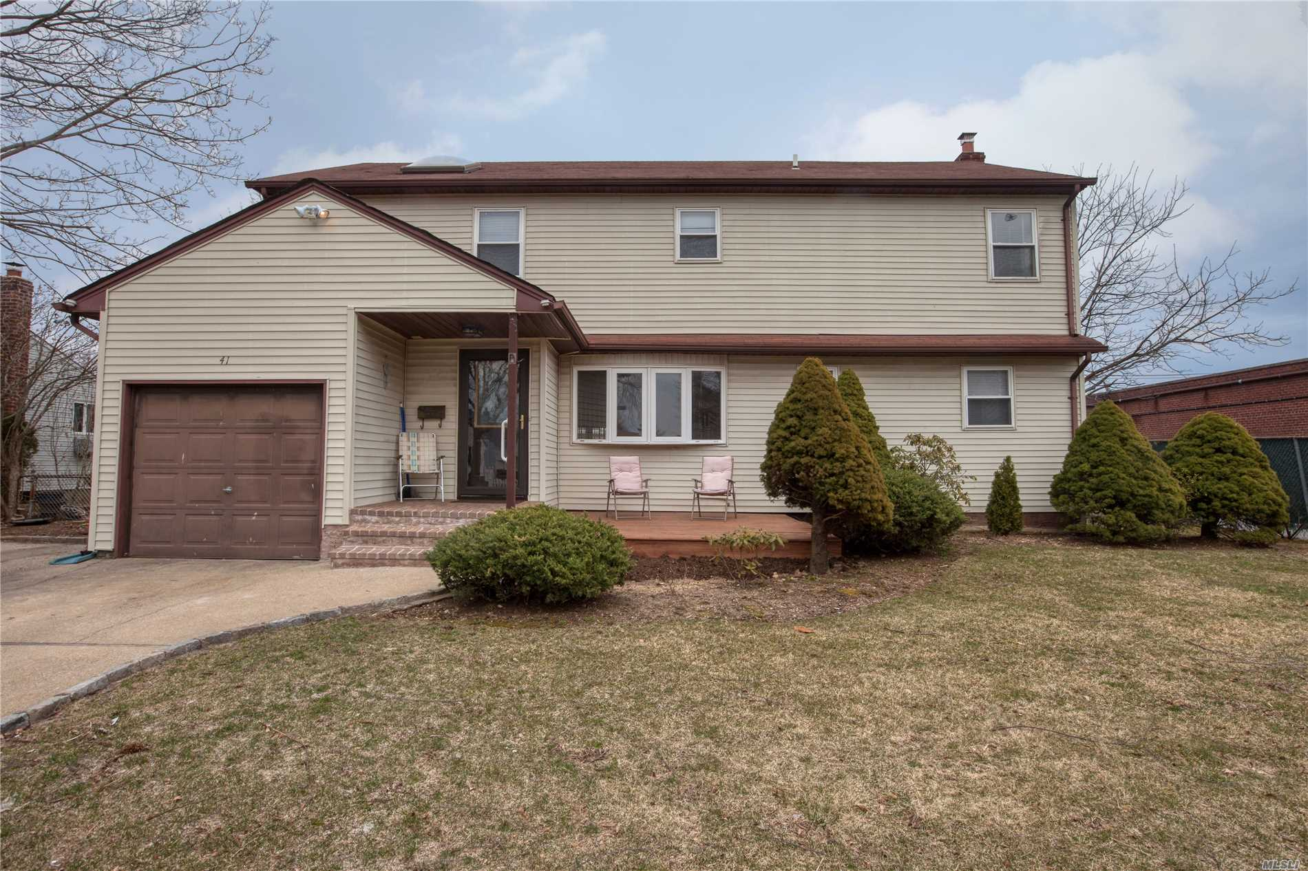 Magnificent, large Colonial, approx. 2, 488 sq ft, 6 BRS, 3 Fbths, situated on quiet block, W. F'dale, great curb appeal w/ vinyl sided exterior, front porch, newer EIK w/ marble counters, rear ext. fam rm w/ tray ceiling & sliding doors to backyard, all windows replaced, new w/w carpeting, newly painted interior, gas in street, Woodward Pkwy Elem School, convenient to all transportation & shopping.