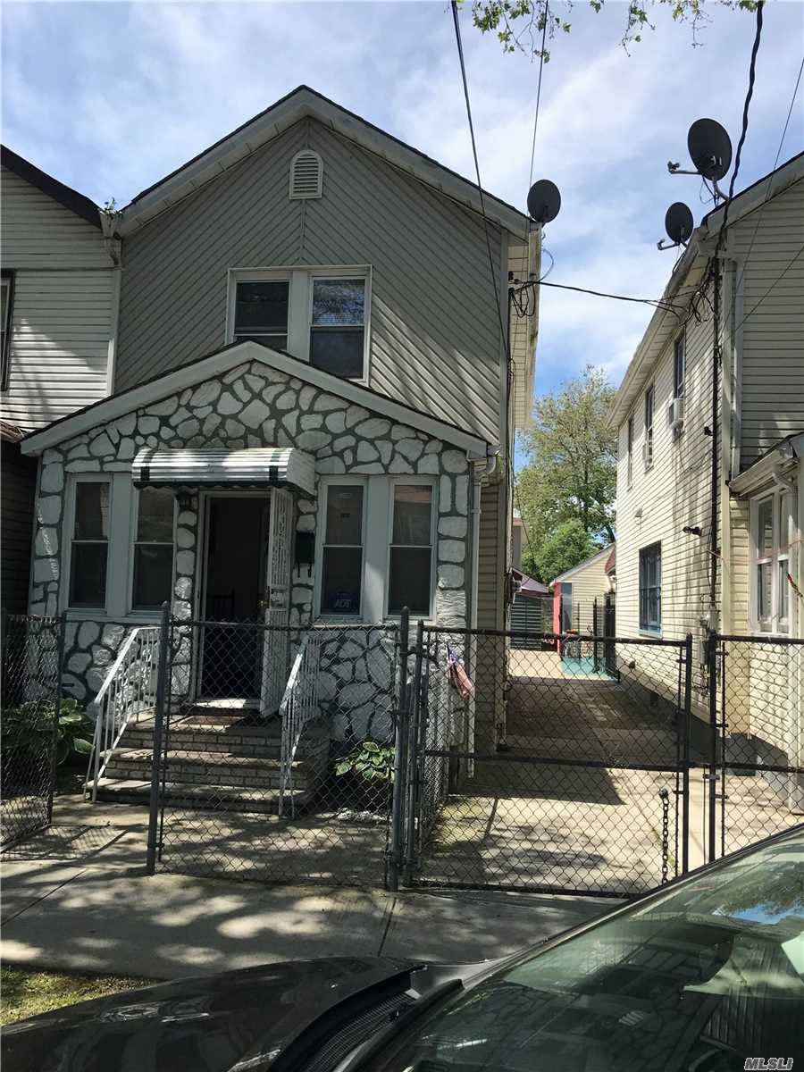 Great 1 Family home for sale in S. Ozone Park. 3bedroom 2.5 Bathroom. Full finished basement. Excellent condition.