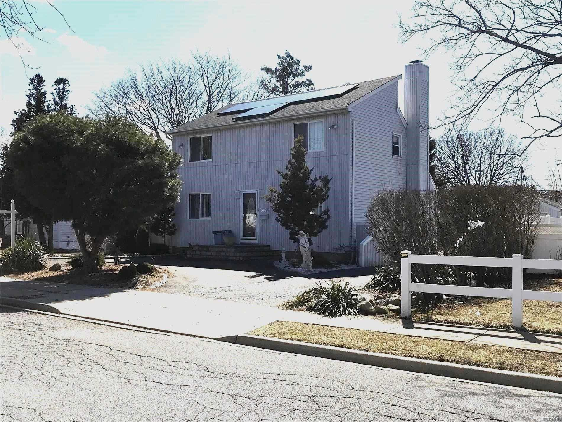 Big House With Big Potential! Miller Cape With Double Dormer, Full Unfinished Basement, Det. 1 1/2 Car Garage. Can Be M/D With Proper Permits. Upstairs Has High Ceilings With Sky Windows, Spacious And Bright. Needs Tlc. Island Trees Sd.